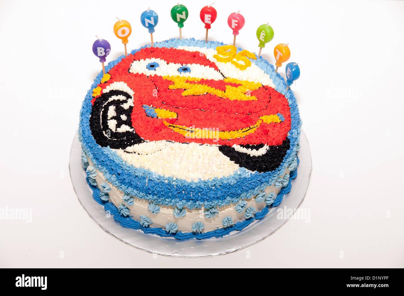 Ein Happy Birthday Kuchen Mit Flash McQueen Aus Cars Dekoration