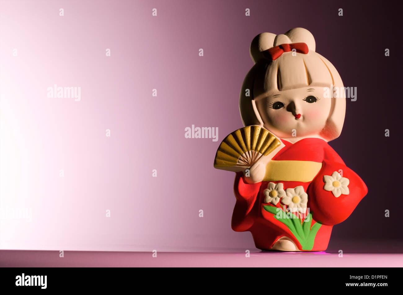 Japanische Figur trägt einen Kimono Stockbild