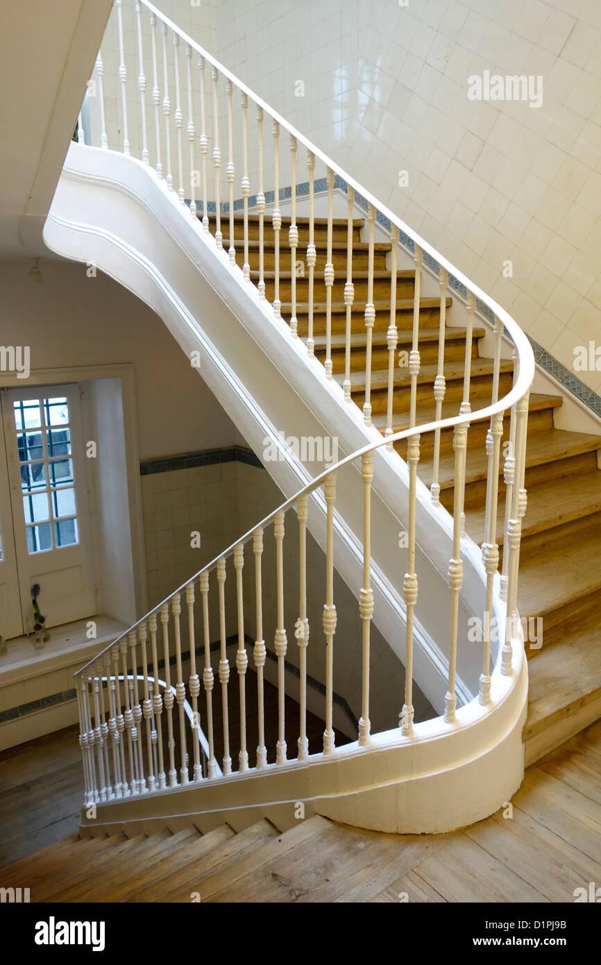 Lissabon Wohnung Treppe Treppen Gelander Eisen Holz