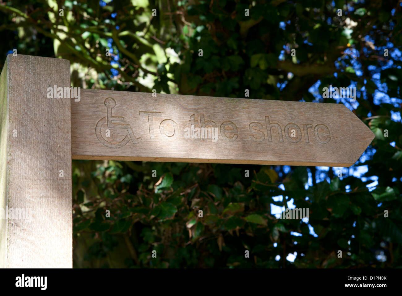 Zum Ufer finger Post anmelden Stockbild