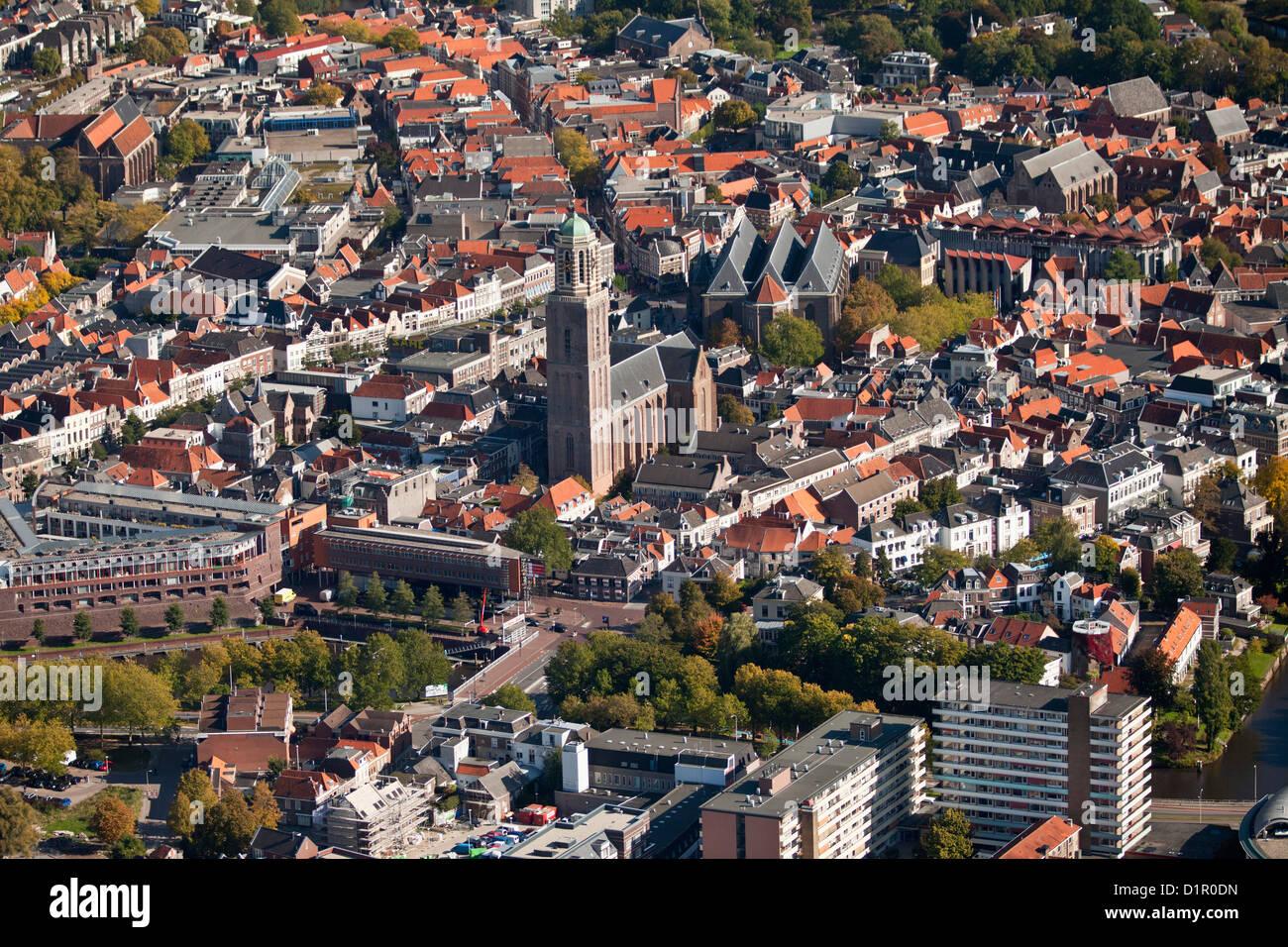 Den Niederlanden, Zwolle, Stadtzentrum entfernt. Luft. Stockbild