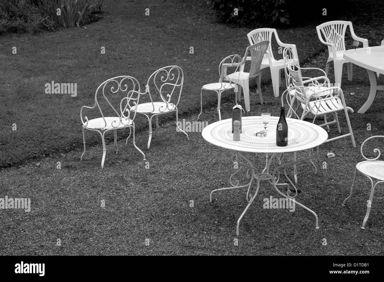 Tisch schwarz wei fabulous excellent great grn schwarz wei tilt top runder tisch hay design - Gartenstuhle und tisch ...