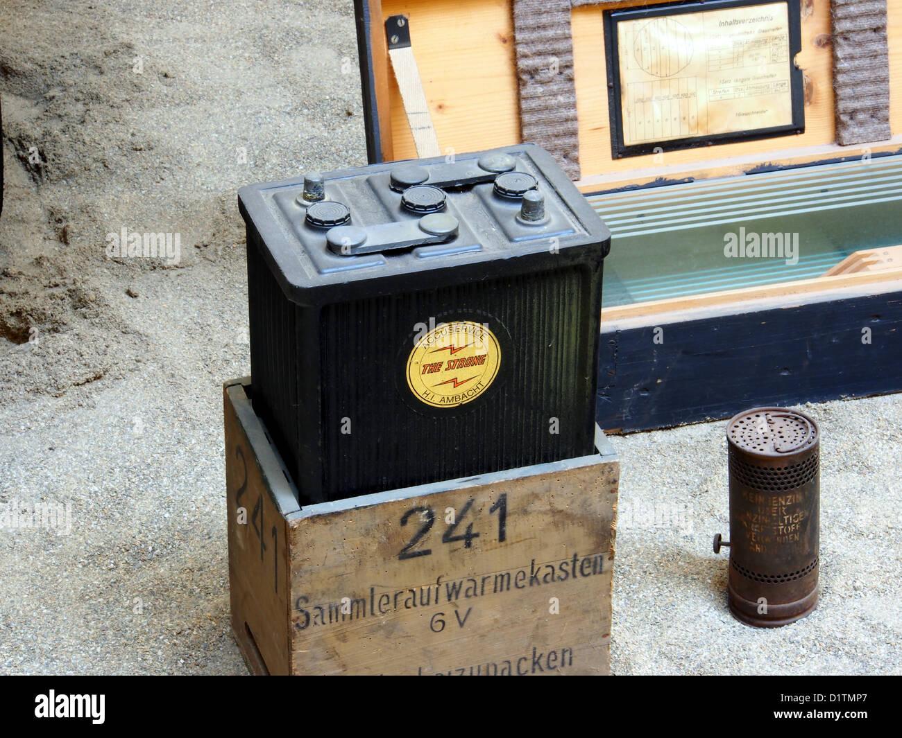 Kriegsmuseum Overloon... Die starke Batterie, Accuservice H I Ambacht, Sammleraufwarmekasten 6V nad Heizung Stockfoto