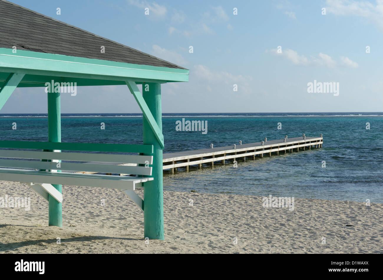 Docken Sie an Colliers öffentlichen Strand, Ostende, Grand Cayman, Cayman Islands, British West Indies an Stockbild