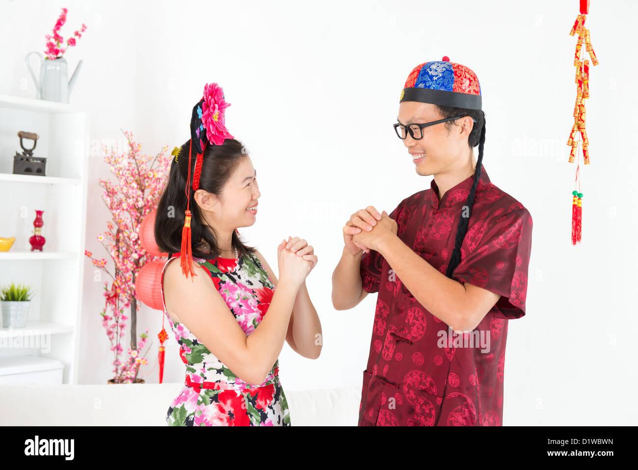 Frohes neues Jahr. Asiaten Gruß tagsüber chinesische neue indoor ...