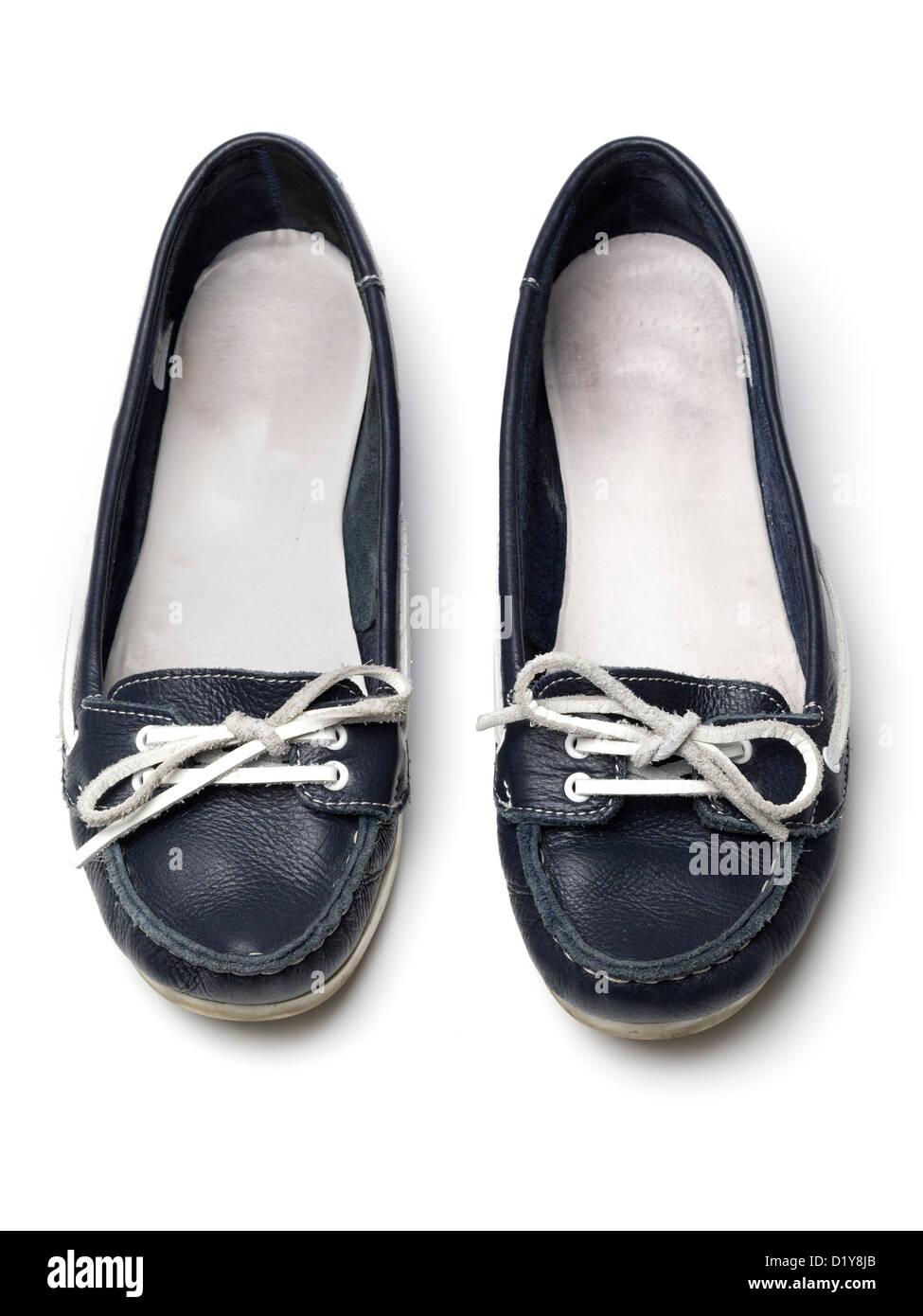 95777b050f781f Weibliche blaue flache Schuhe isoliert auf weißem Hintergrund Stockbild