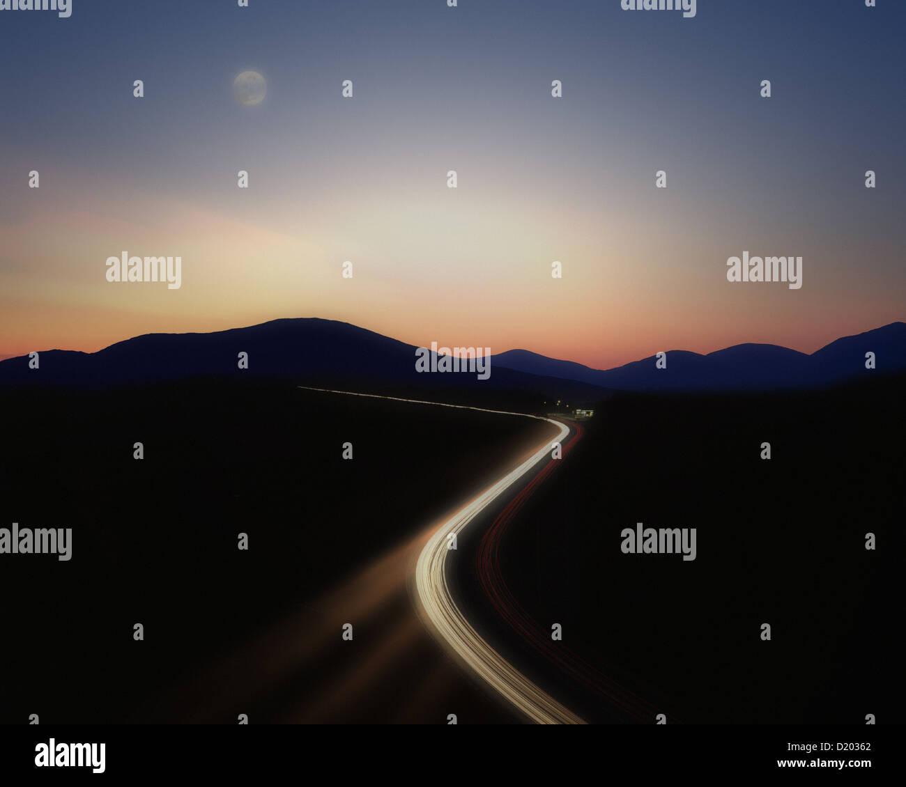 DE - Bayern: Autobahn bei Nacht (Verkehrskonzept) Stockbild