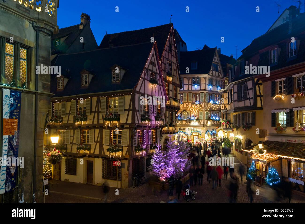 Colmar Weihnachtsmarkt.Weihnachtsmarkt Und Altstadt Colmar Elsass Frankreich Stockfoto