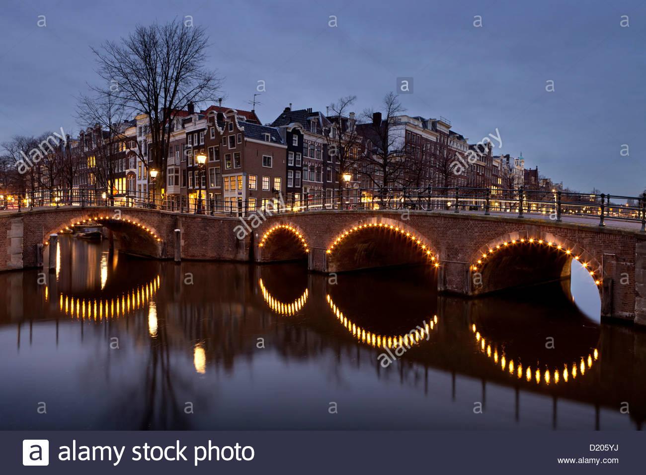 Sieben Brücken, die Konvergenz der Keizersgracht und Reguliersgracht Grachten, Amsterdam, Niederlande Stockbild