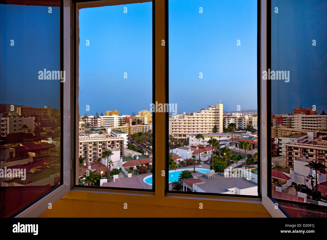 Vier aus dem Hotel Fenster, Playa del Ingles, Gran Canaria, Kanarische Inseln, Spanien Stockbild