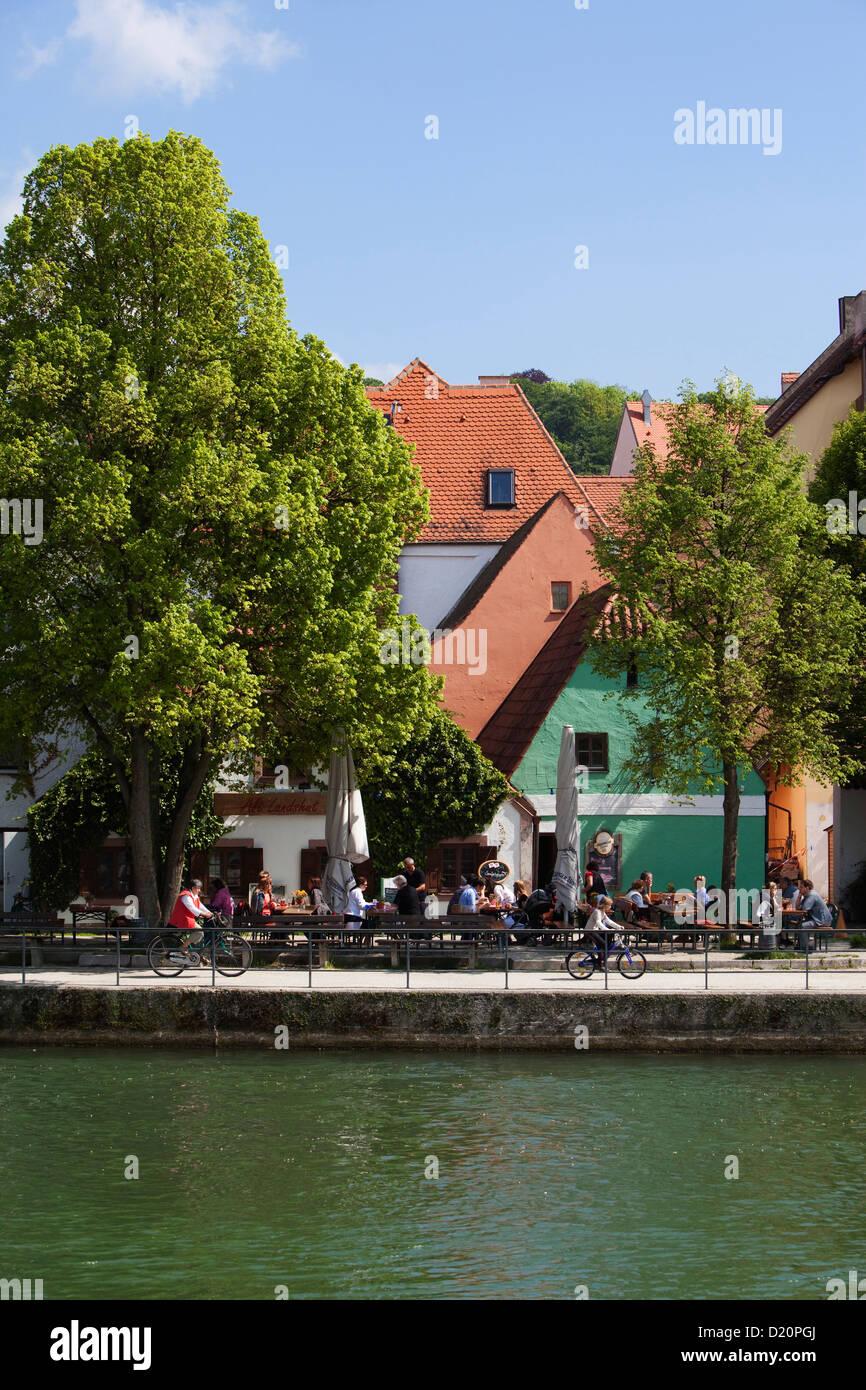 Isarkanal und Biergarten Stadt Landshut, Landshut, untere Bayern, Bayern, Deutschland, Europa Stockbild