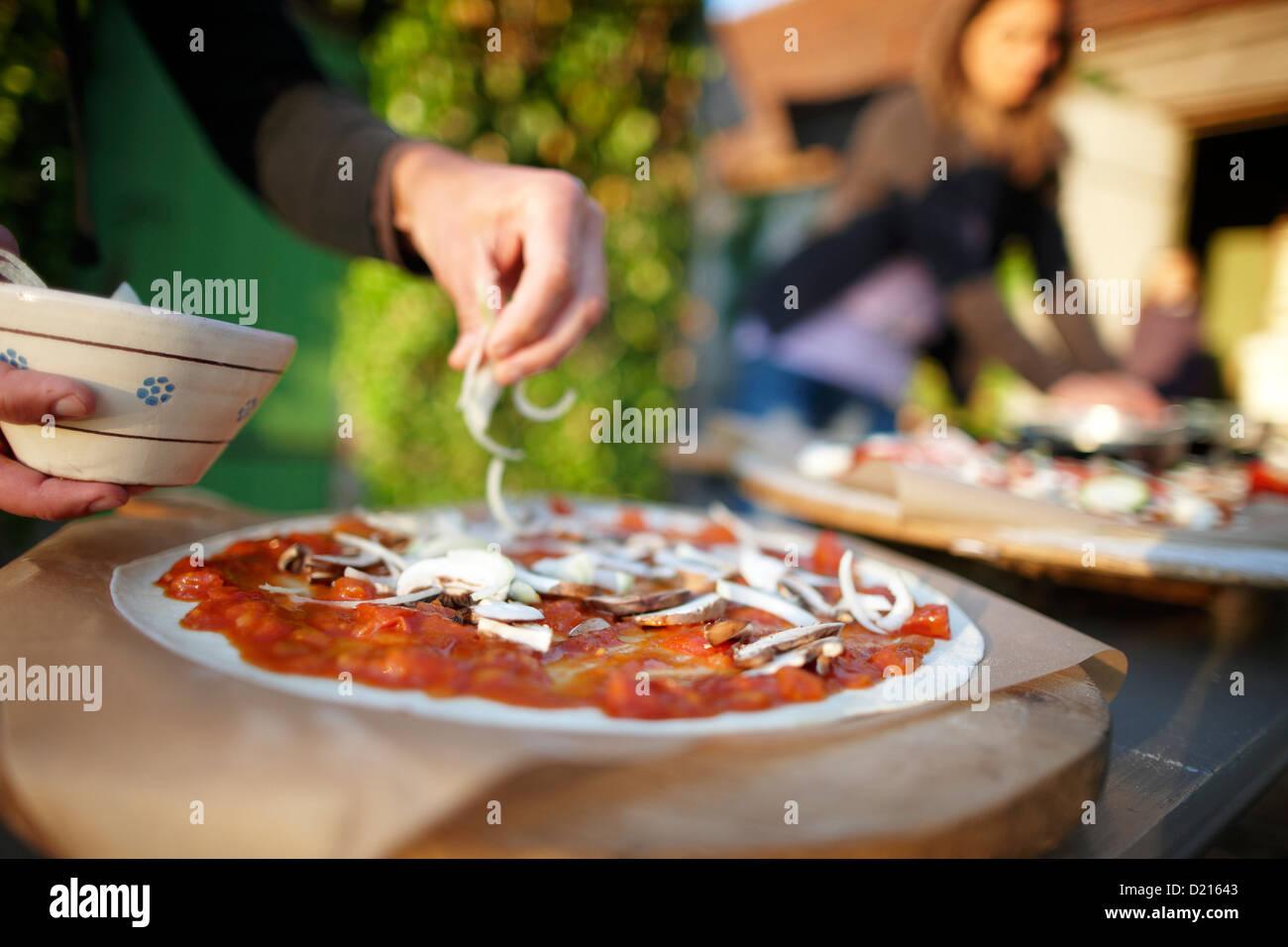 Hausgemachte Pizza, Klein Thurow, Roggendorf, Mecklenburg-Western Pomerania, Deutschland Stockbild