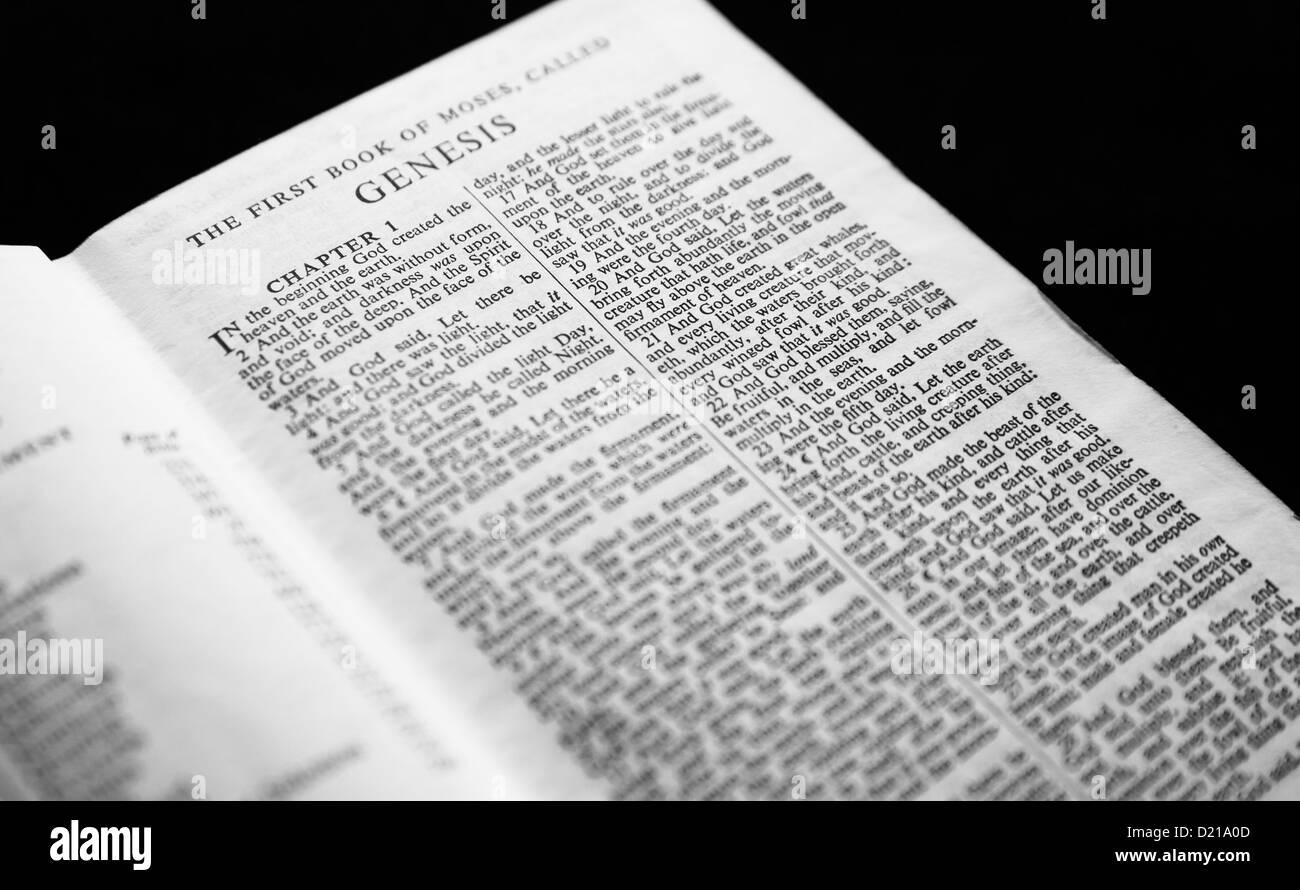 Genesis Kapitel 1 der Heiligen Schrift. Stockbild