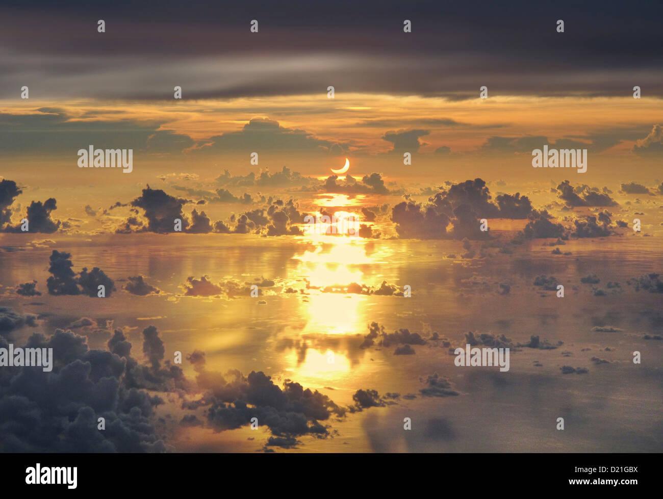 Luftaufnahme einer Sonnenfinsternis über South China Sea, Mai 2012, Philippinen, Asien Stockbild