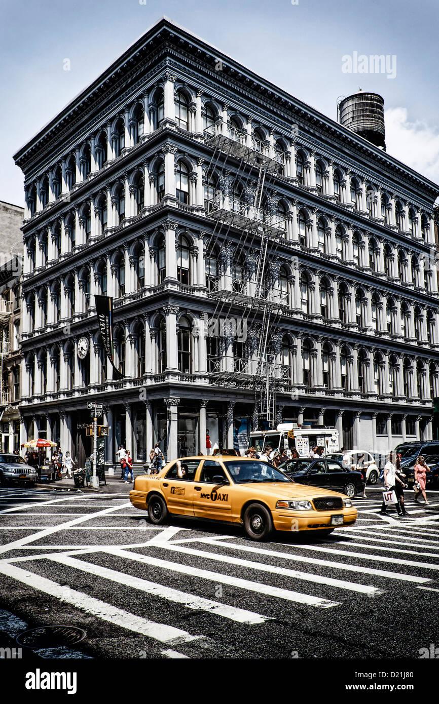 Haughwout Store mit typischen Kabine, Architekt Daniel D Badger, Ecke Broadway und Broome Street, Soho, Manhattan, Stockbild