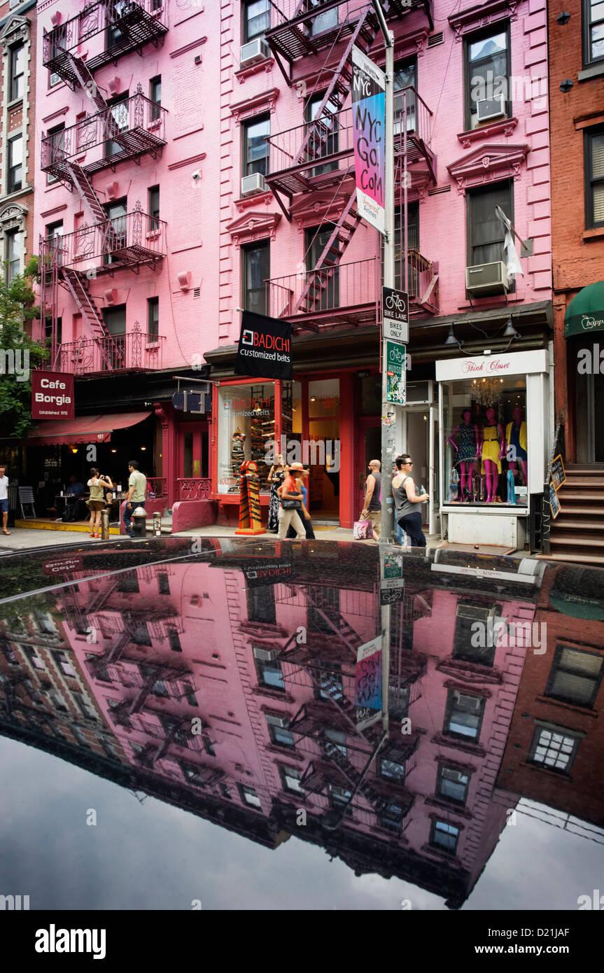 Typische Solarstromanlagen mit Feuer entweicht, Cast Iron District, Soho, Manhattan, New York City, New York, USA Stockbild