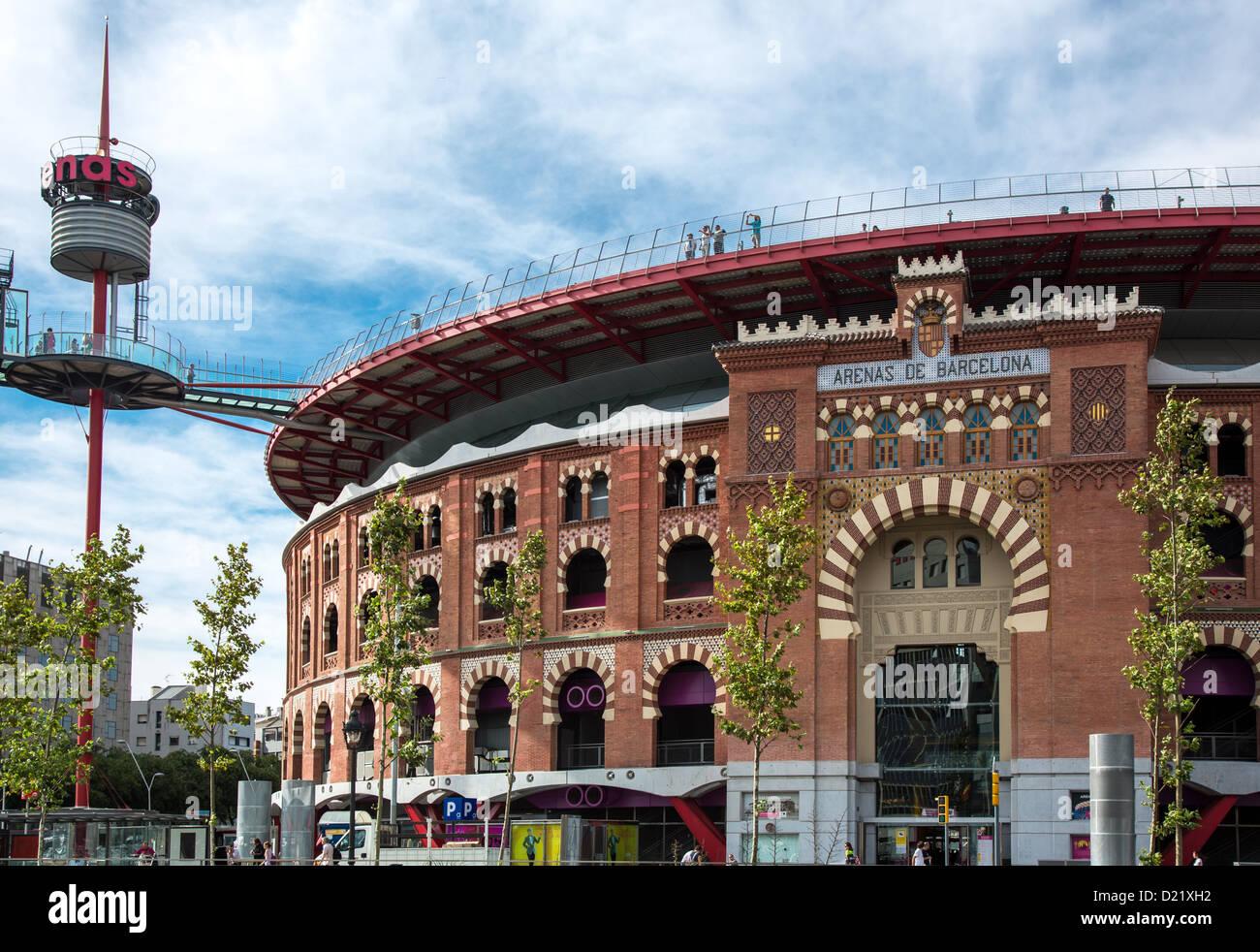 Spanien Barcelona Arenen Einem Alten Plaza De Toros Stierkampfarena In Einkaufszentrum Von Dem Architekten Richard Roger Umgewandelt Stockfotografie Alamy