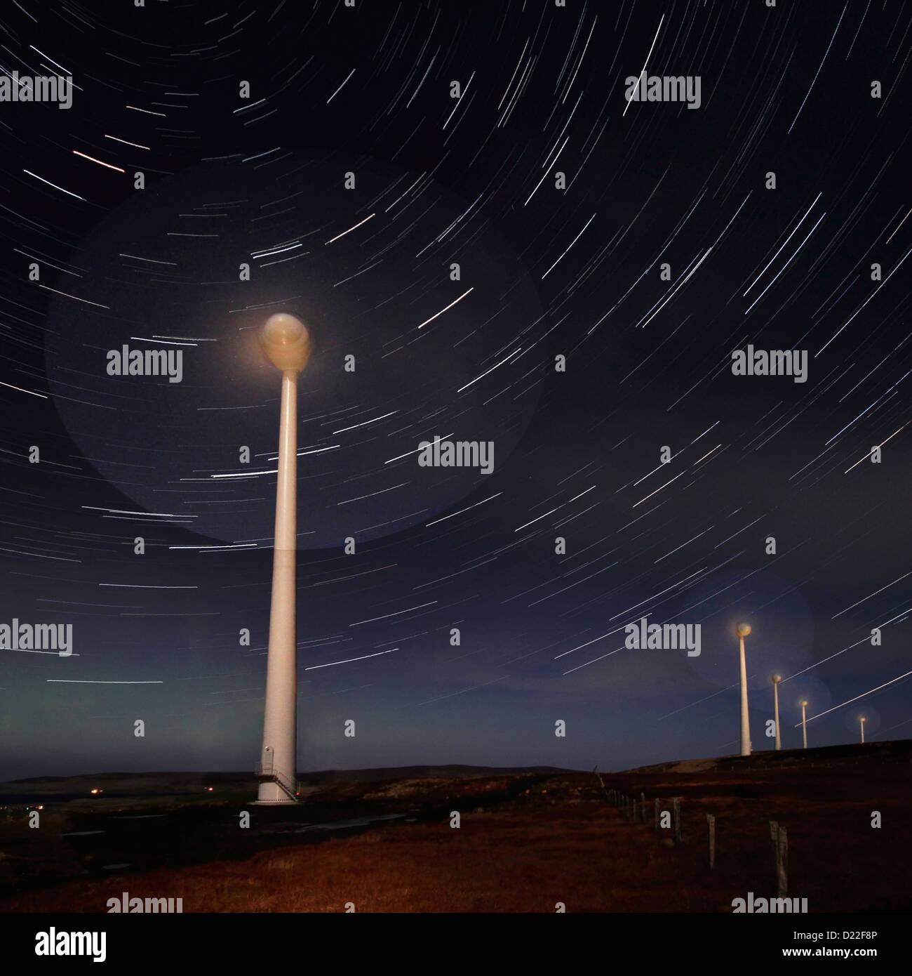 Hammars Hill-Windpark in der Nacht, Orkney Inseln Stockbild