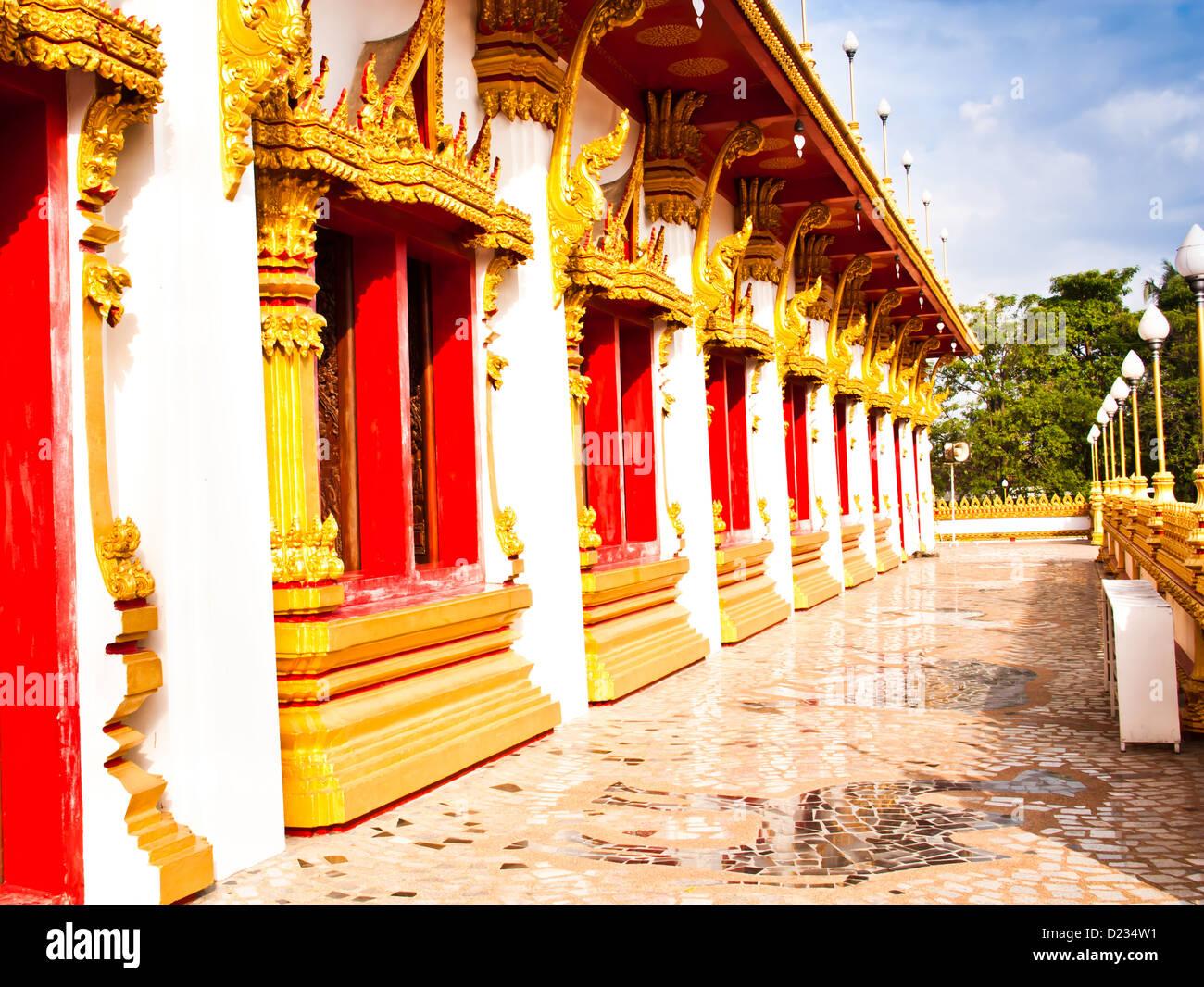 Die Schönheit der Korridore. Die thailändischen Tempel-Architektur. Stockbild