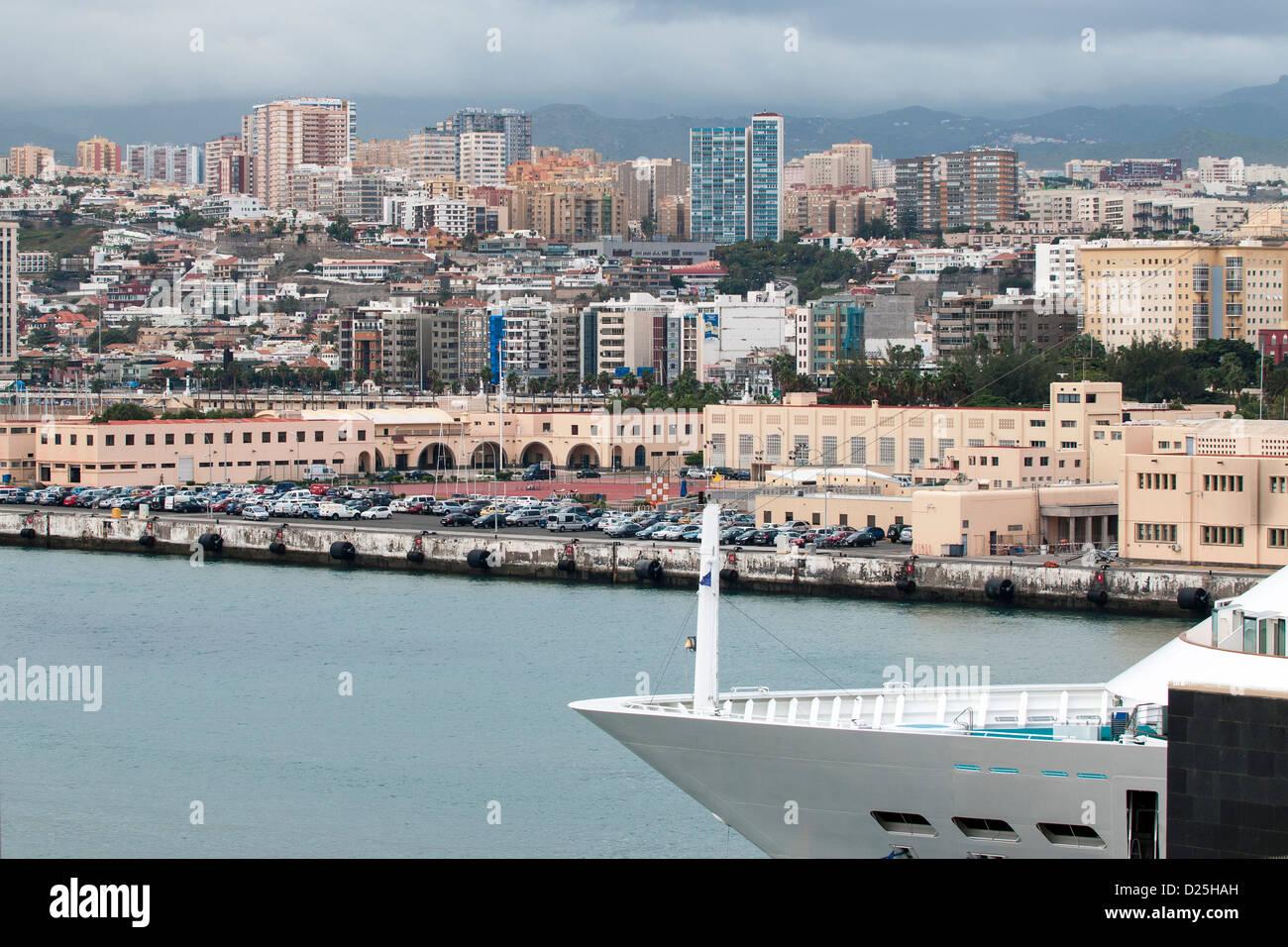 Gran Canaria (große Insel der Hunde), Kanarische Inseln, Spanien, Europa - mit Blick auf die Stadt den Hafen Stockbild