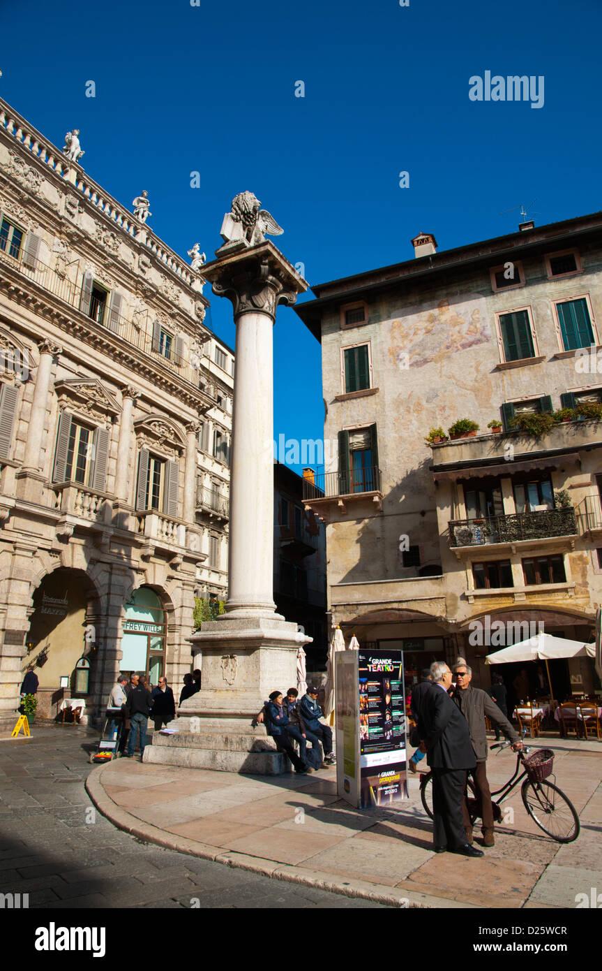 Piazza Delle Erbe quadratischen zentralen Verona Stadt Veneto Region Nord Italien Europa Stockbild