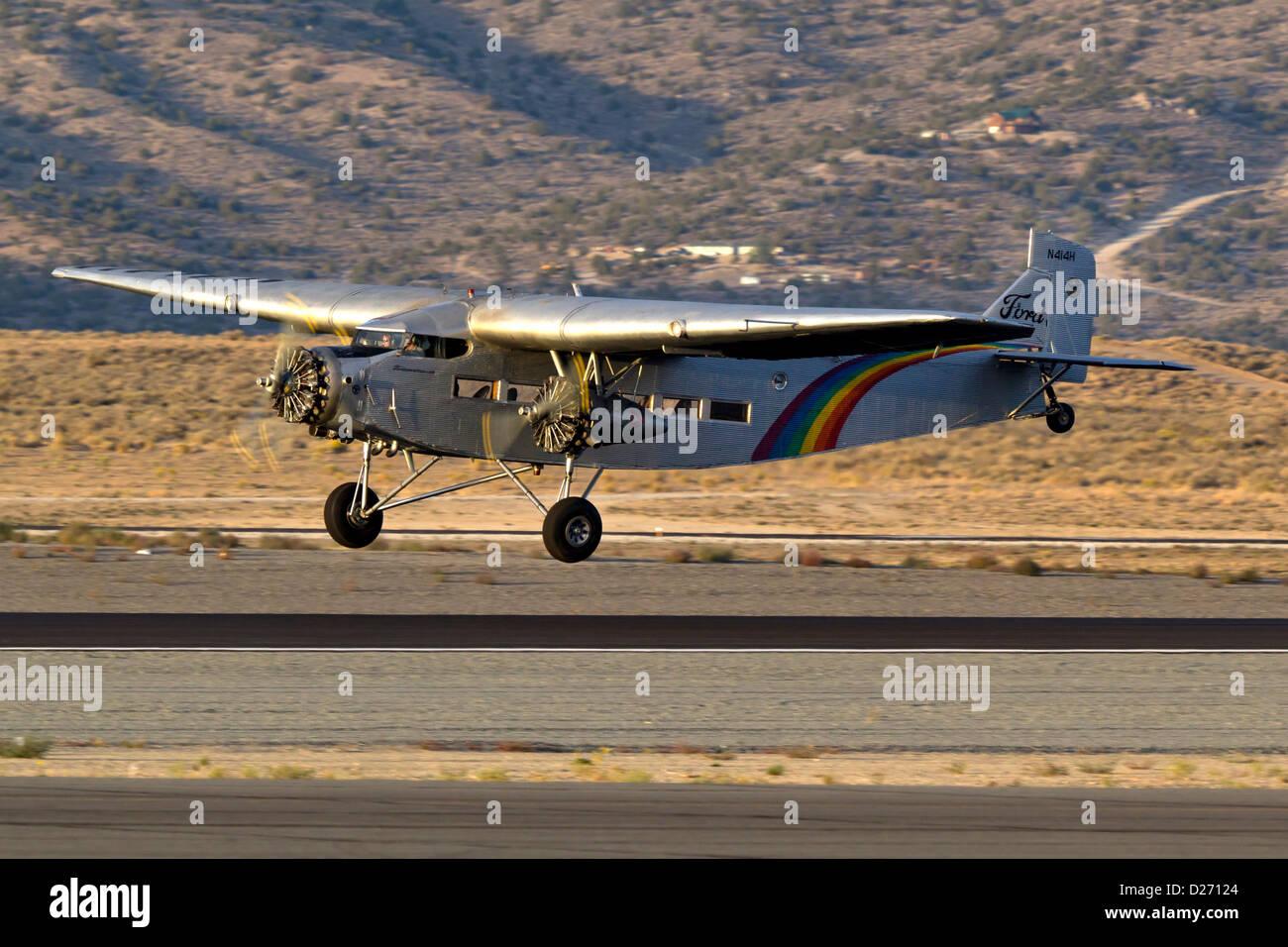 Ford Trimotor während des Fluges bereit. N414H diente seit 65 Jahren als ein Sightseeing-Flugzeug fliegt über Stockbild