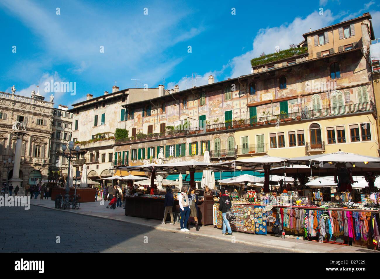 Piazza Delle Erbe Altstadt Verona City square Veneto Region Nord Italien Europa Stockbild