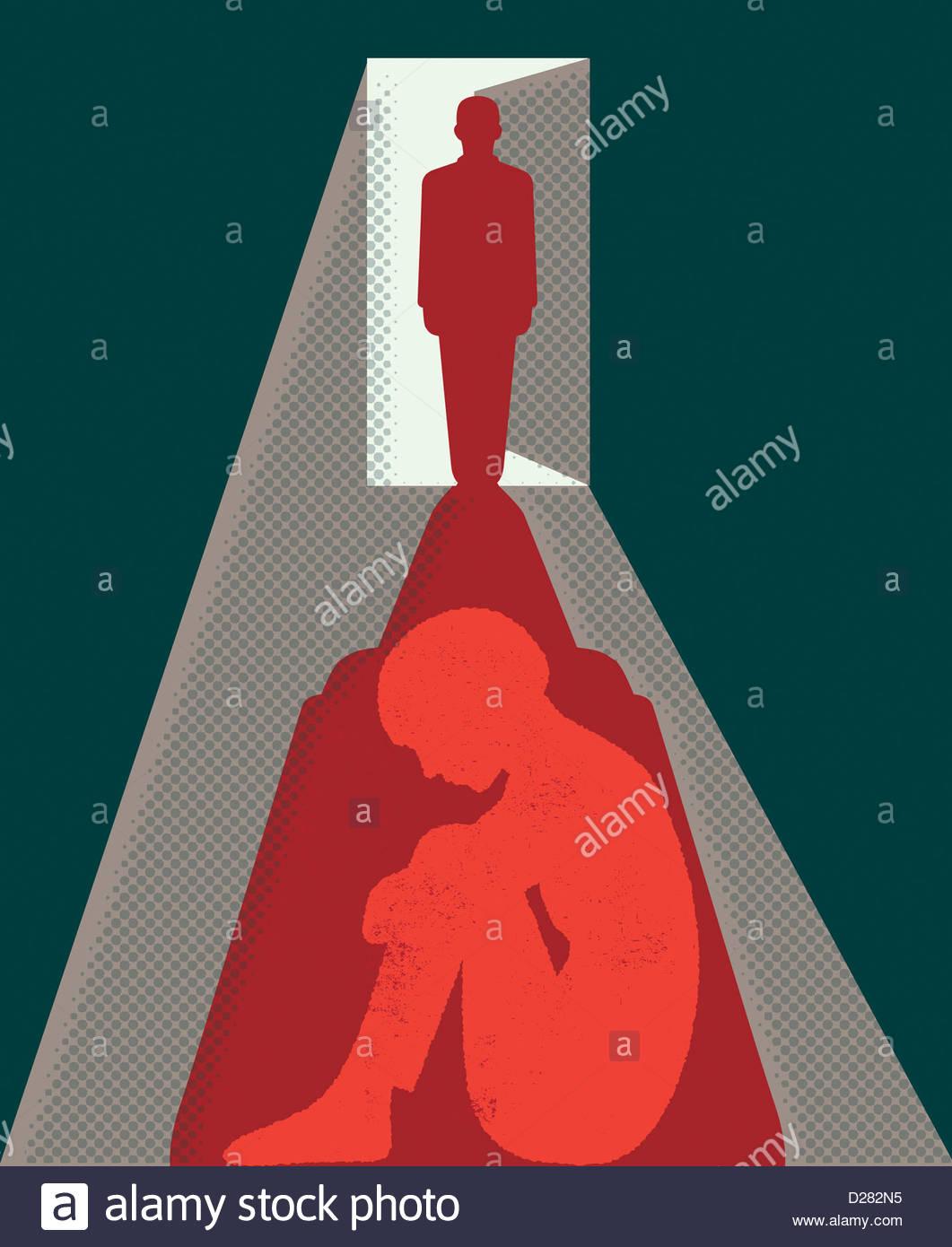 Schatten des Mannes in Tür über Angst vor Frau Stockbild