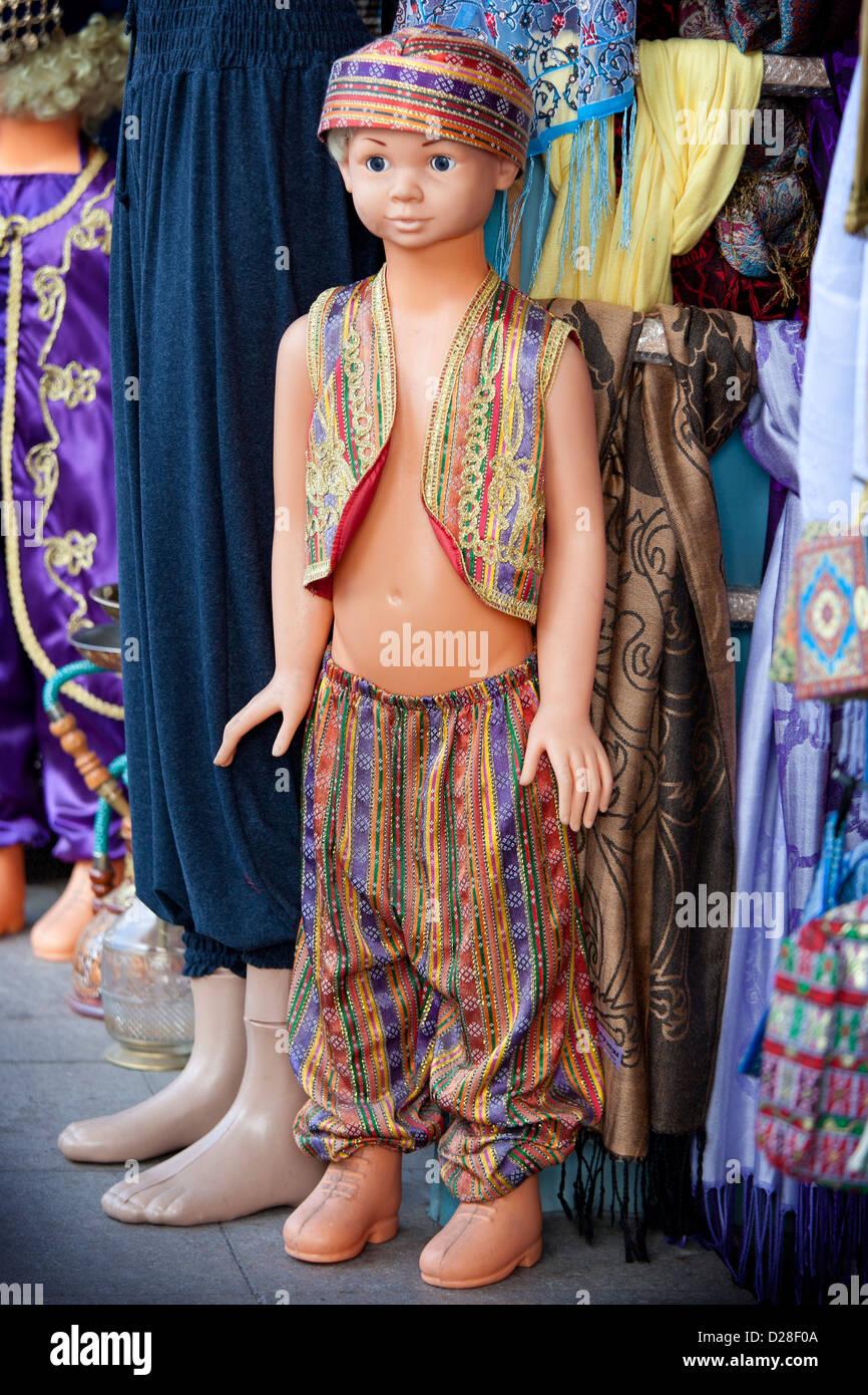 Schaufensterpuppe in türkische Tracht Kleidung in der ...