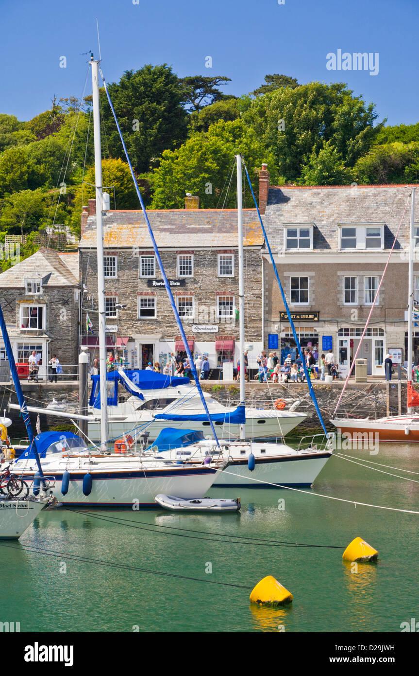 Boote vor Anker im Hafen, Padstow, Cornwall, England, GB, UK, EU, Europa Stockbild