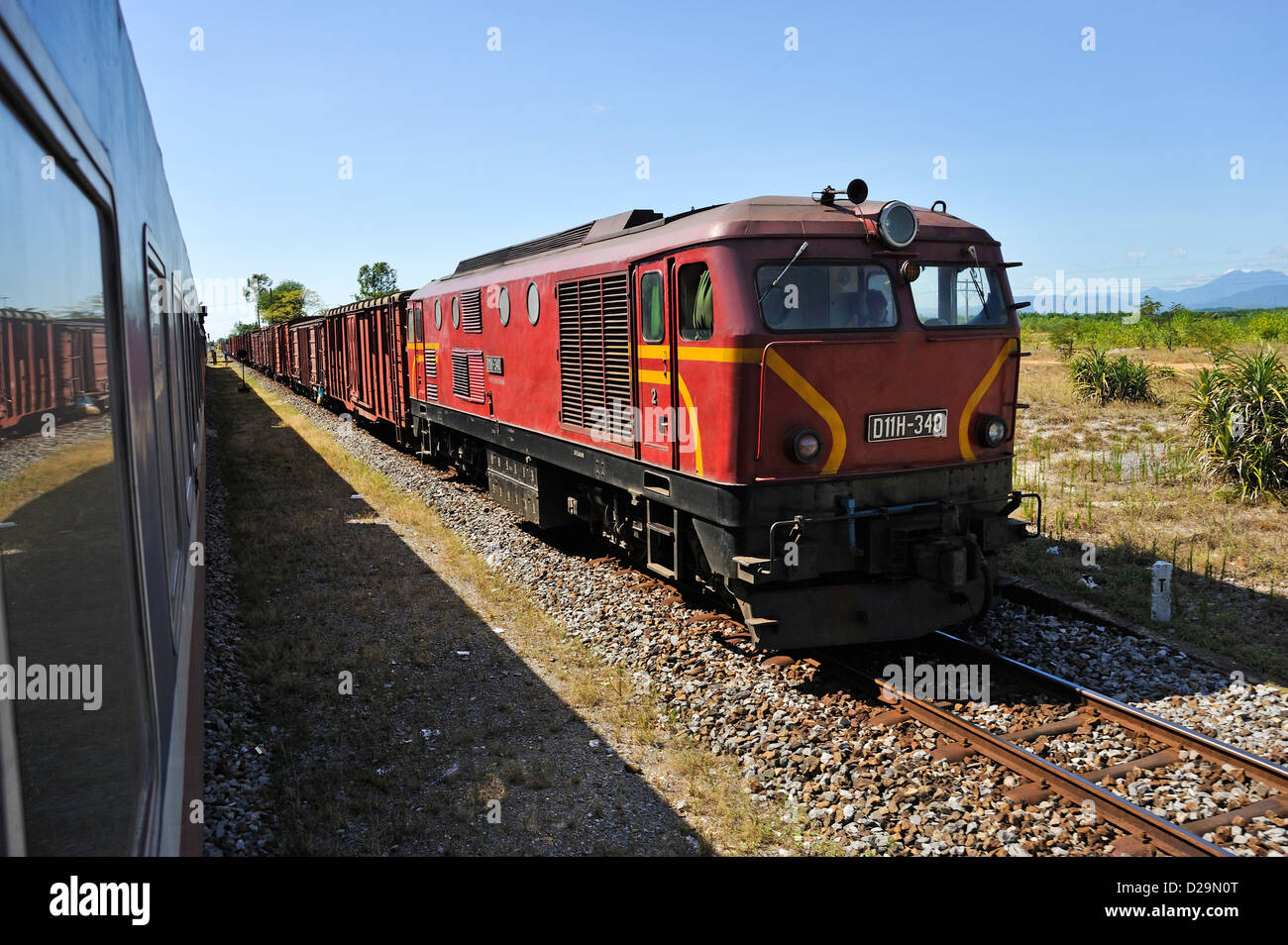 Zugfahrt zwischen Hanoi und Hue, Vietnam Stockbild