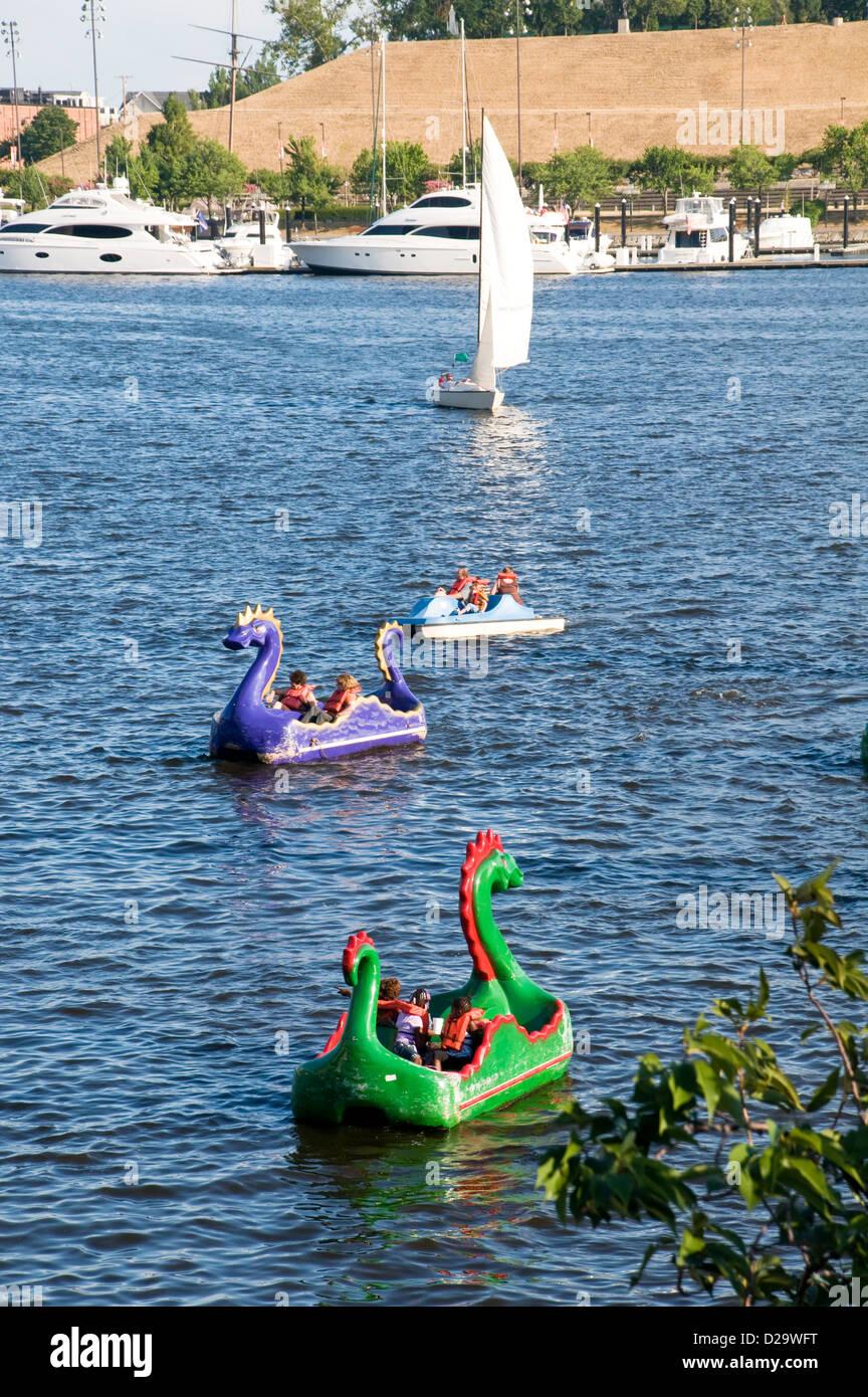 Hafen von Baltimore, Maryland, Paddelboote Stockbild