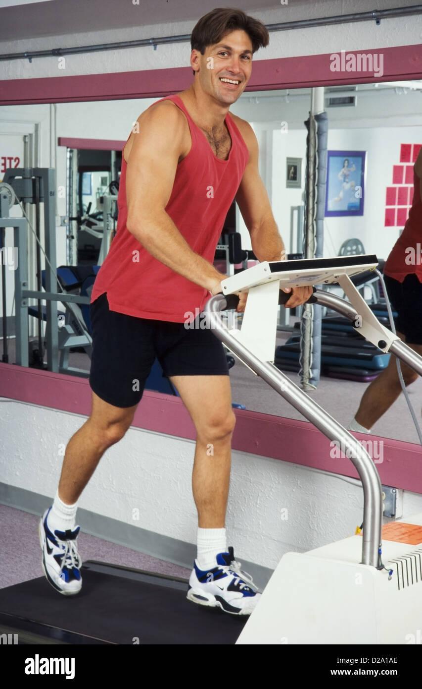 Männliche Athleten arbeiten bei im Health Club, Miami Stockbild