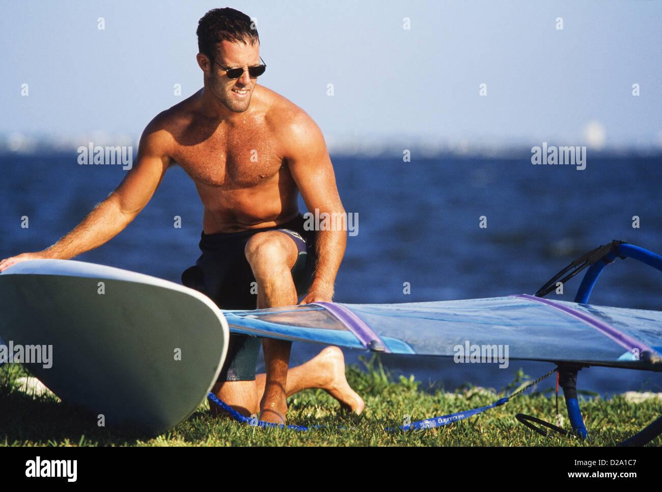 Männliche Sportler Windsurfen, Miami MR328 Stockbild