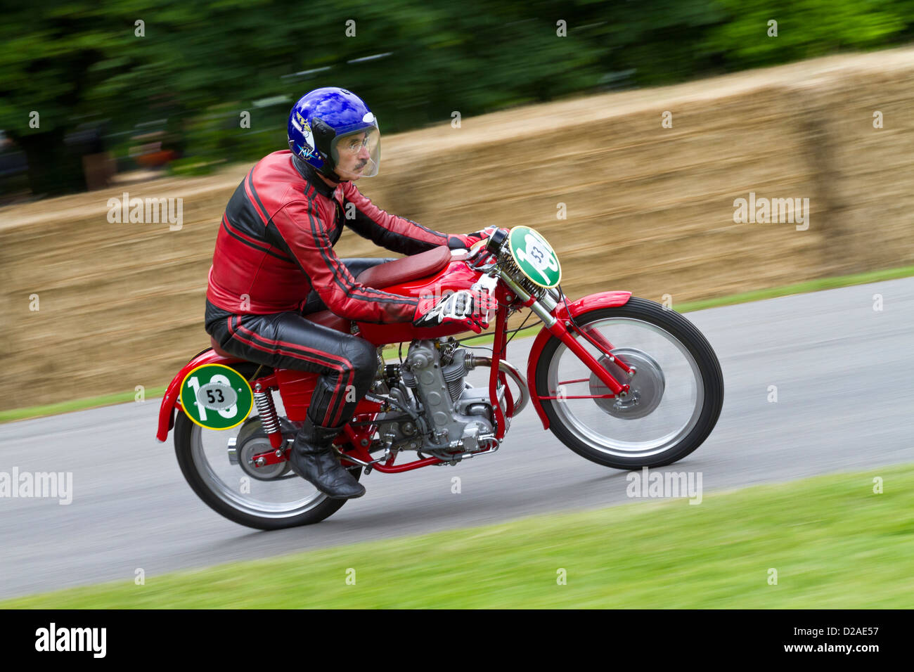 1953 MV Agusta Monoalbero mit Fahrer Paul Galles auf die 2012 Goodwood Festival of Speed, Sussex, UK. Stockbild