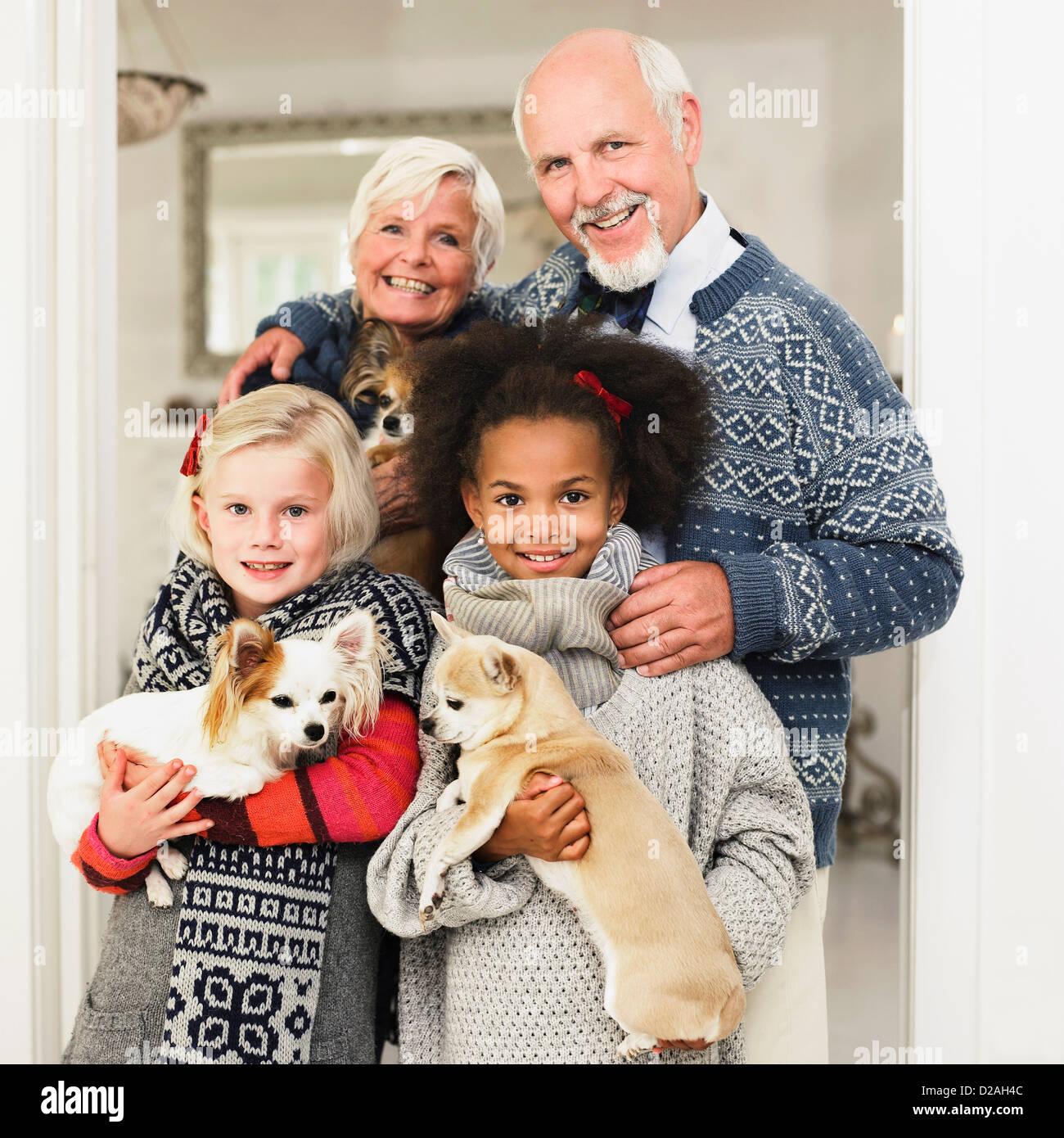 Familie posieren für Weihnachten Bild Stockfoto
