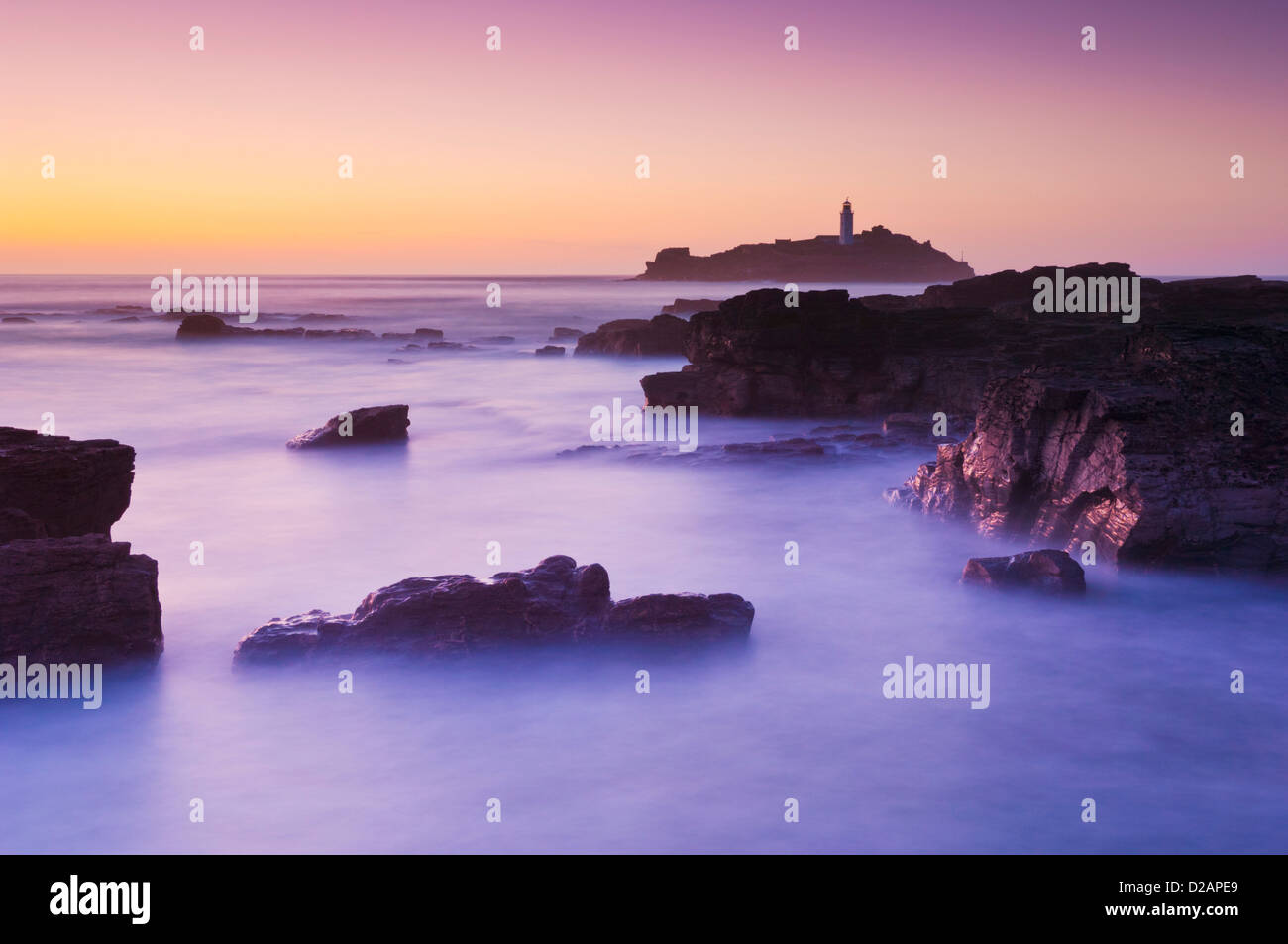 Sonnenuntergang am Leuchtturm von Godrevy, Nord Küste von Cornwall, England, UK, GB, EU, Europa Stockbild