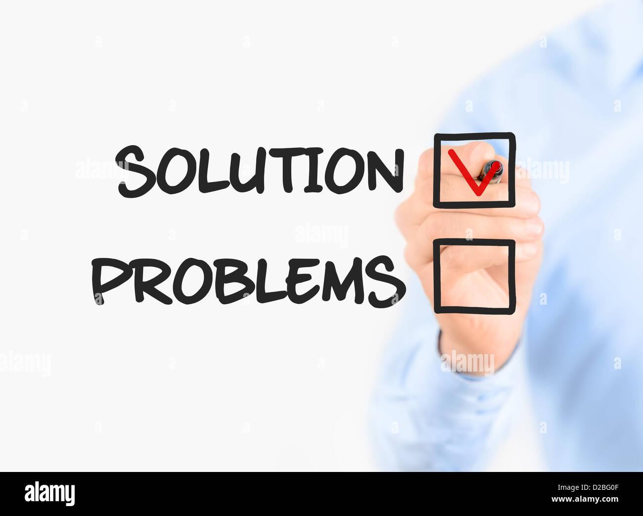 Junger Geschäftsmann Zeichnung Fokus auf Lösungskonzept. Isoliert auf weiss. Stockfoto
