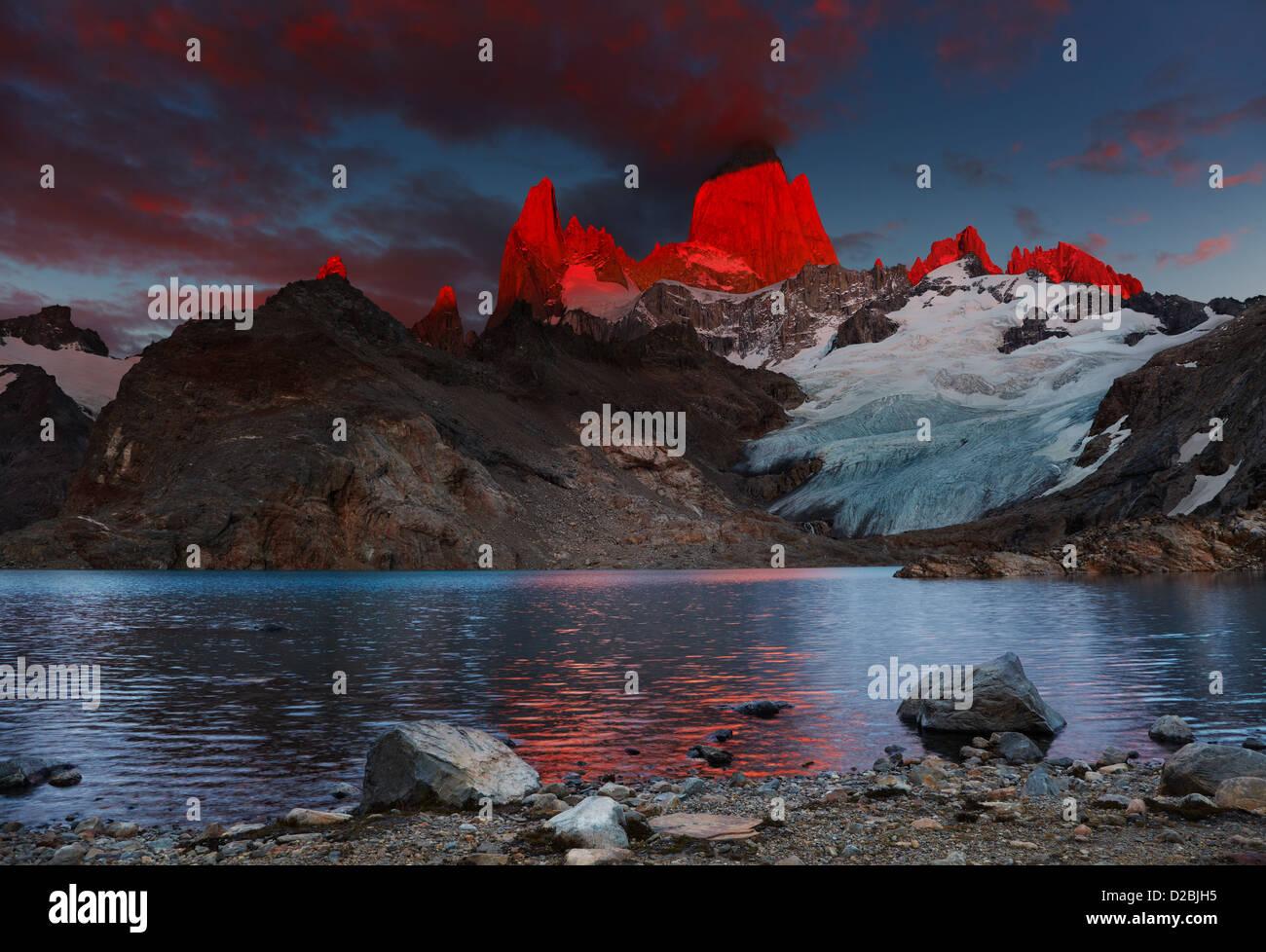 Laguna de Los Tres und Mount Fitz Roy, dramatische Sonnenaufgang, Patagonien, Argentinien Stockbild
