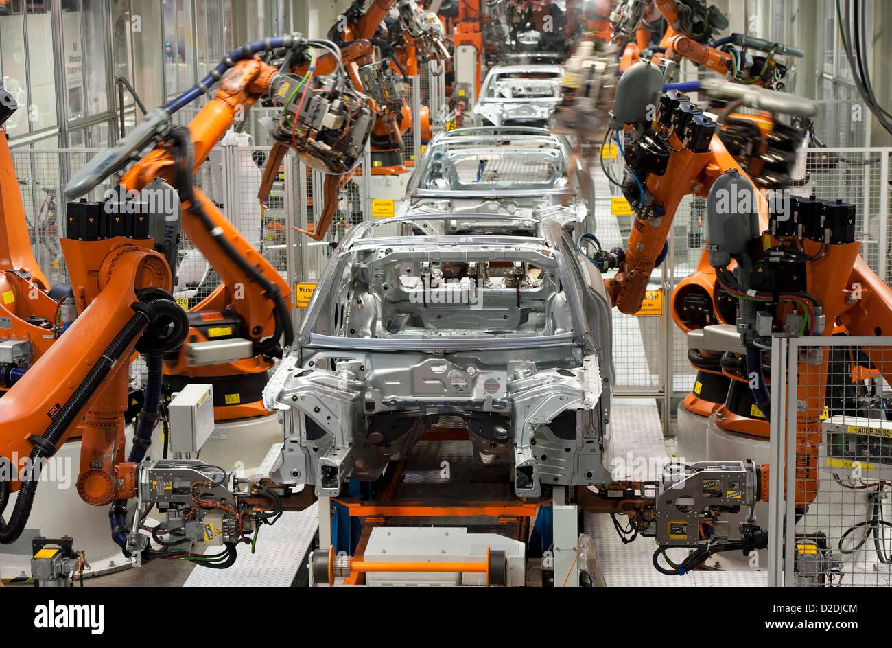 Roboter arbeiten auf einen Körper-Rahmen an Mittwoch, 29. Februar ...