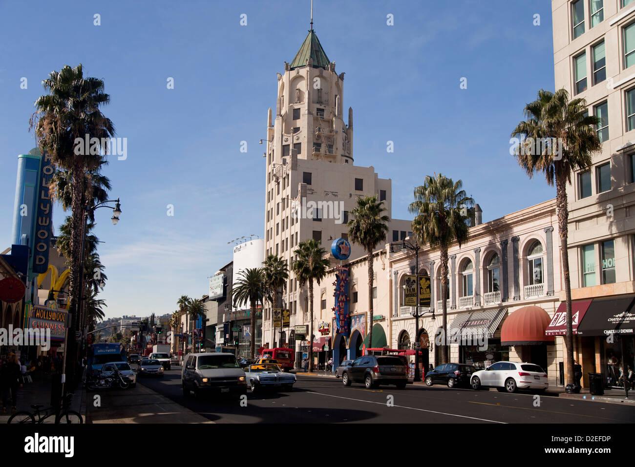 Verkehr auf dem Hollywood Boulevard in Hollywood, Los Angeles, California, Vereinigte Staaten von Amerika, USA Stockbild
