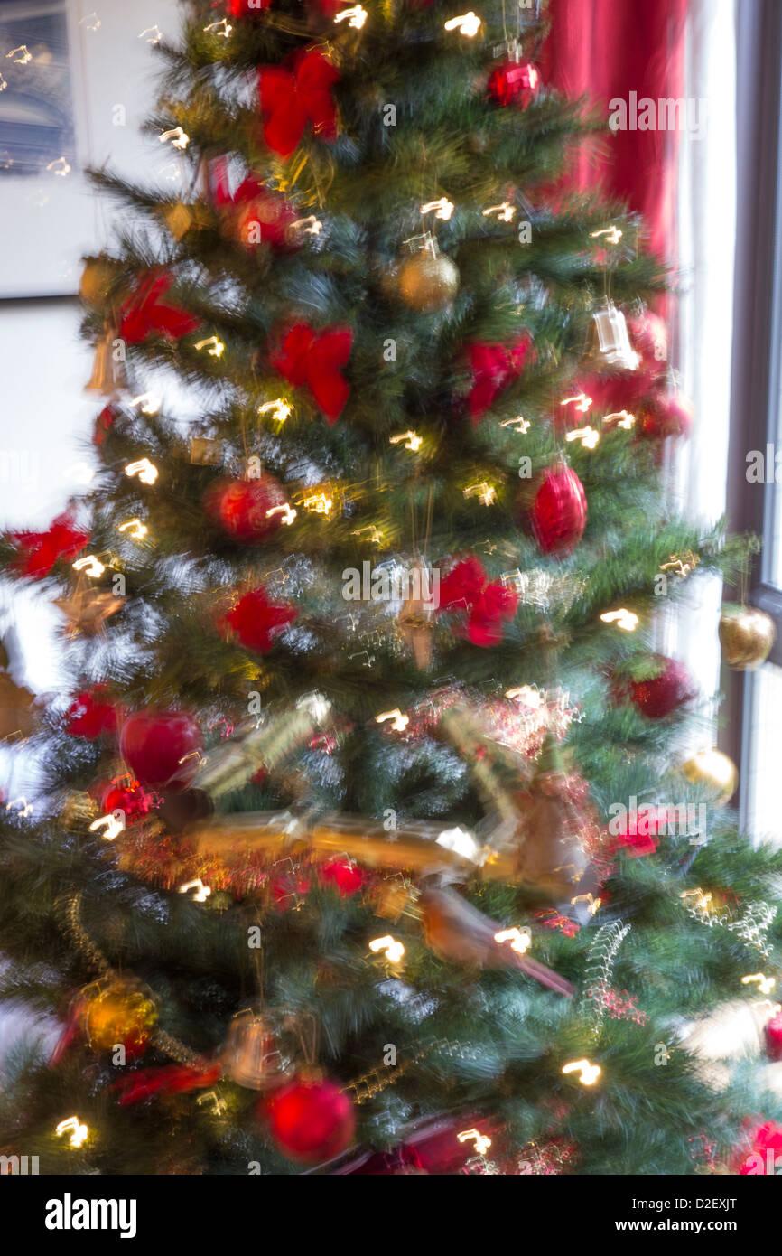 Weihnachtsbaum mit Bewegungsunschärfe Effekt Stockfoto