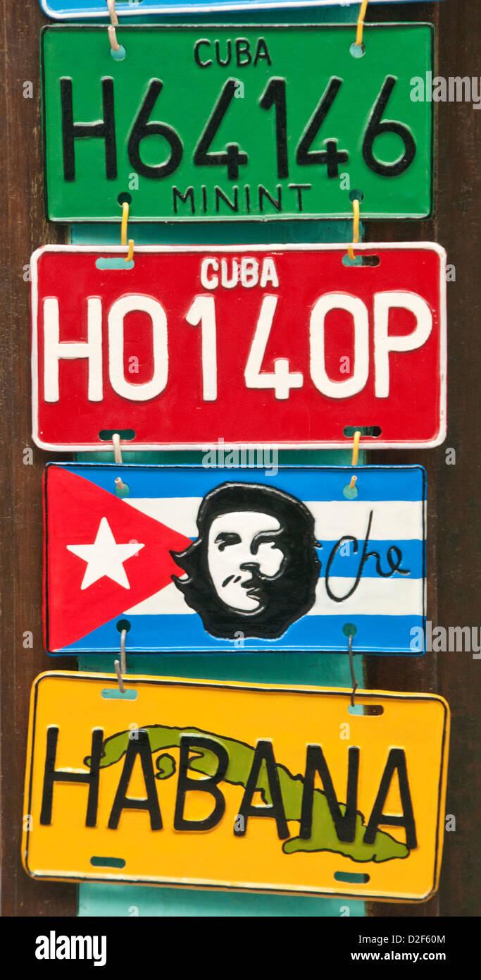 Kubanische Nummernschilder für Verkauf, Habana Vieja, Havanna, Kuba Stockbild
