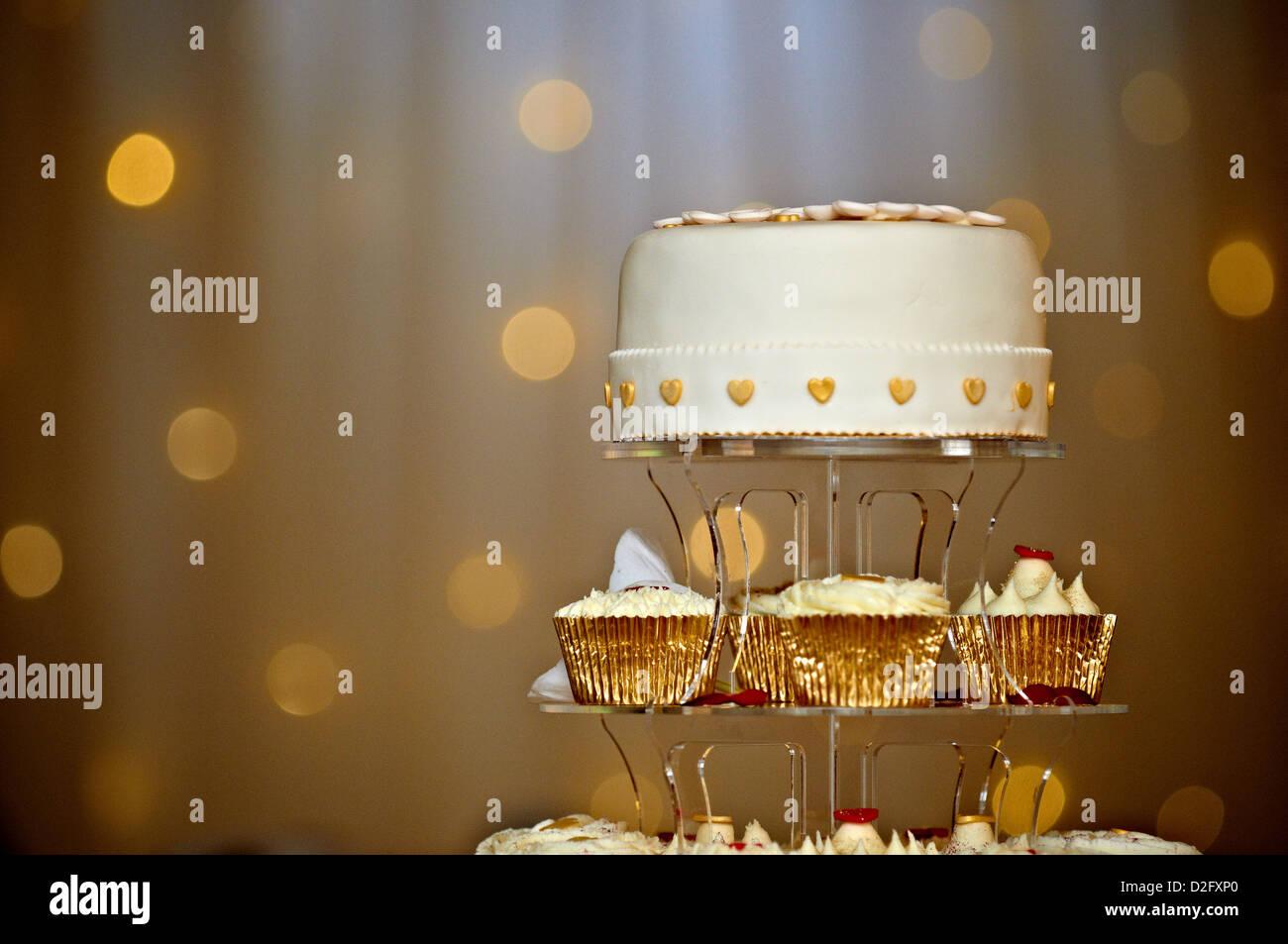 Eine Stufe der Kuchen für ein Hochzeitspaar Stockbild
