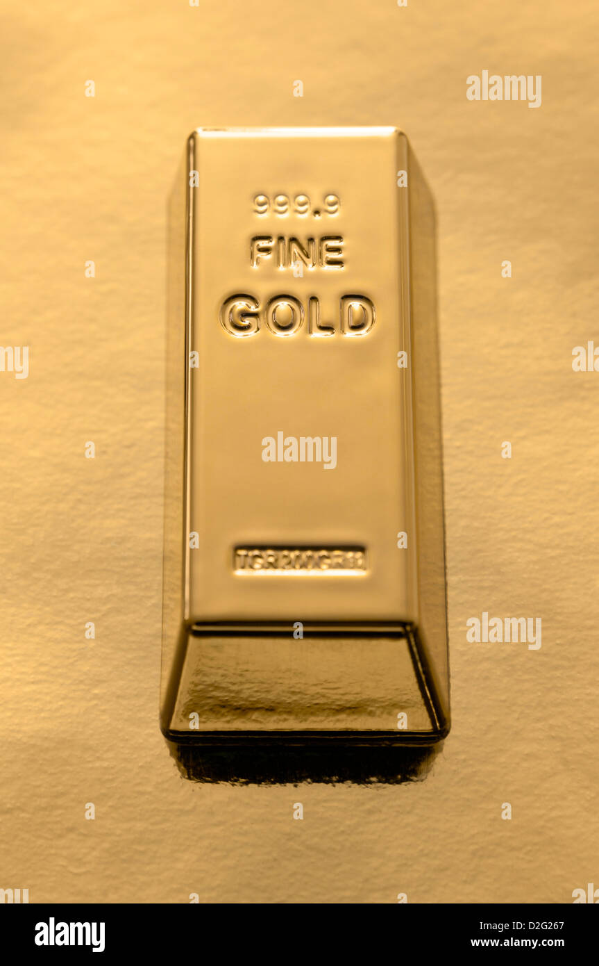 Goldbarren auf Goldgrund Stockbild