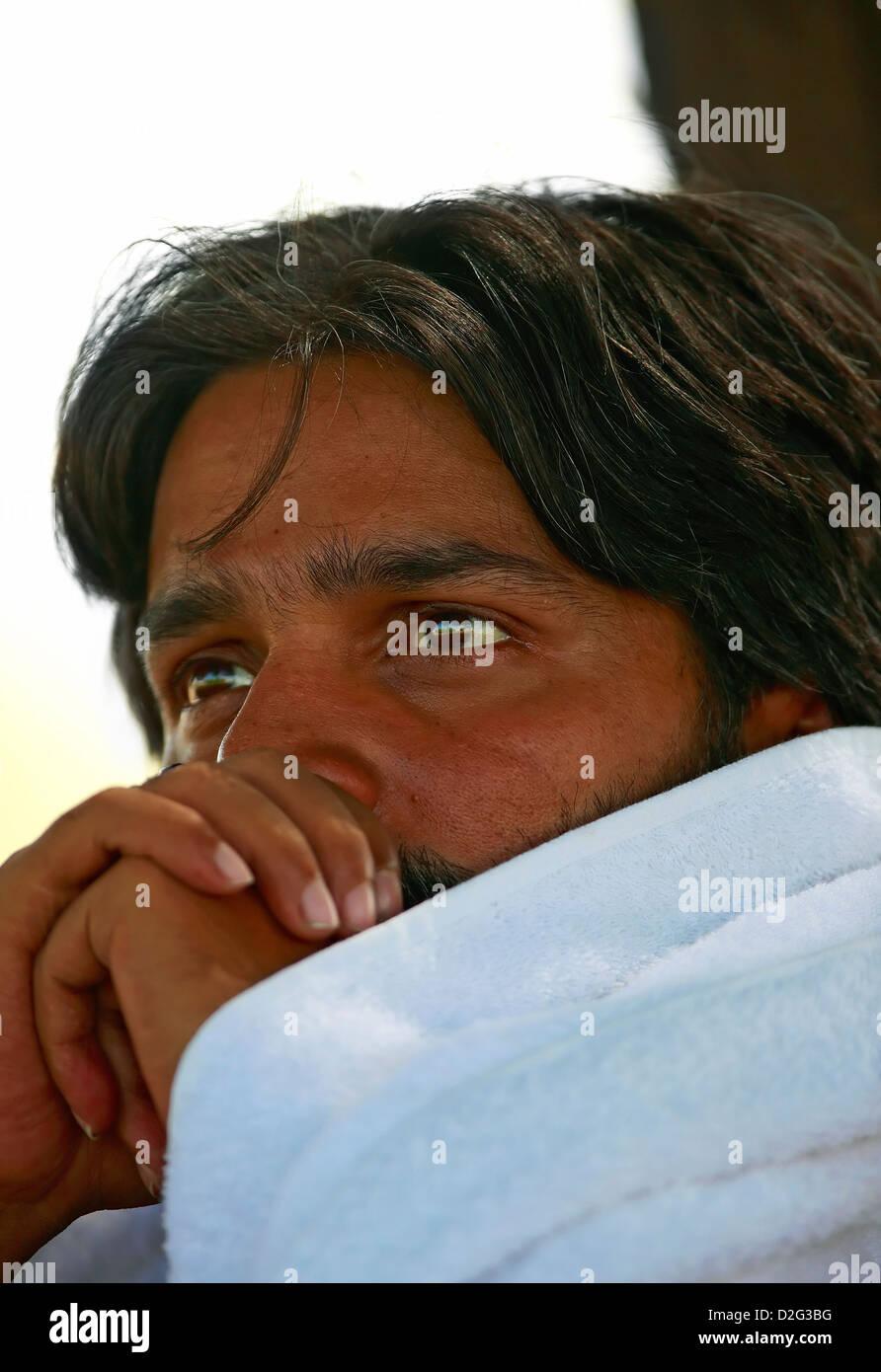 Introspektion, reflektierend, Emotionen, Gefühle, Portrait, Indisch, denken, ruhig, indischen Mann. Frieden Stockbild
