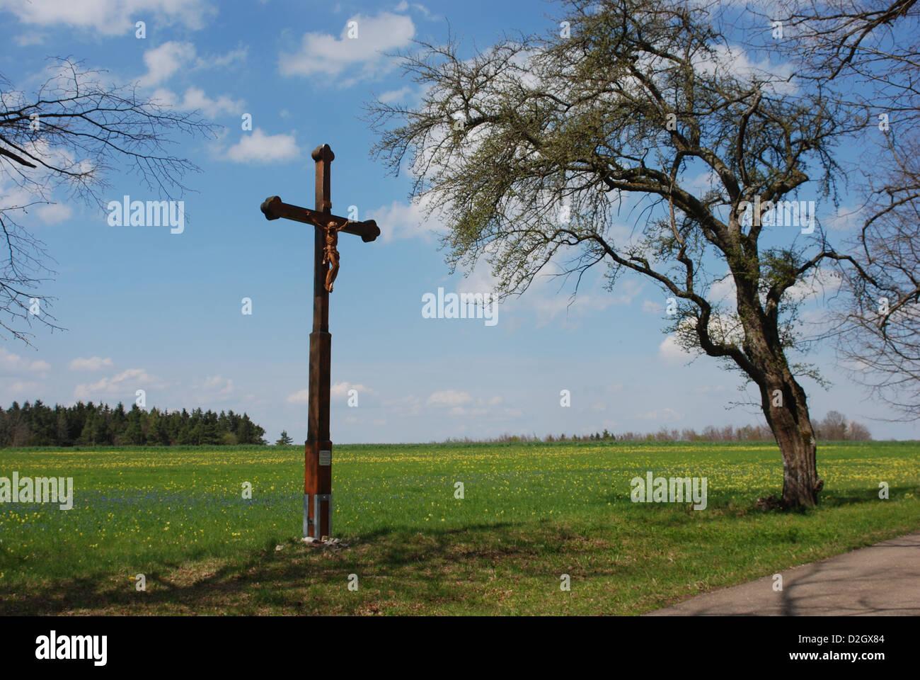 Jesus Kreuz am Straßenrand, die Schwäbische Alb in Ringingen Stockbild