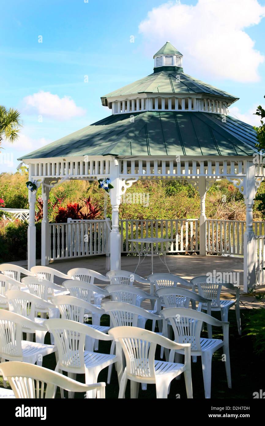 Gazebo wedding stockfotos gazebo wedding bilder alamy - Plastikstuhle garten ...