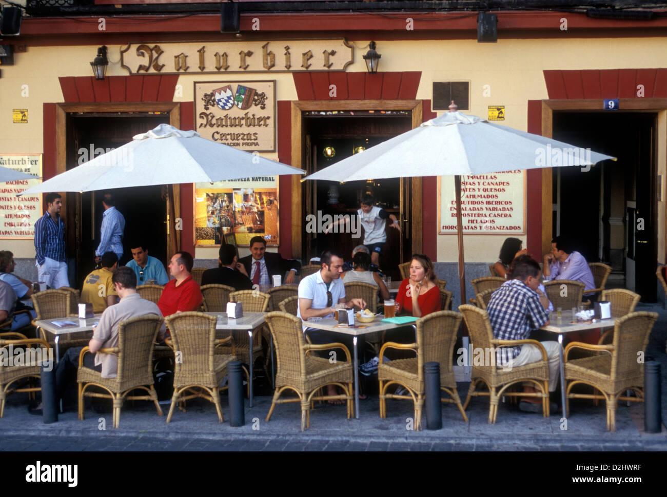 Spanier, Touristen, Naturbier Natürliches Bier Brauerei, Spanisch ...