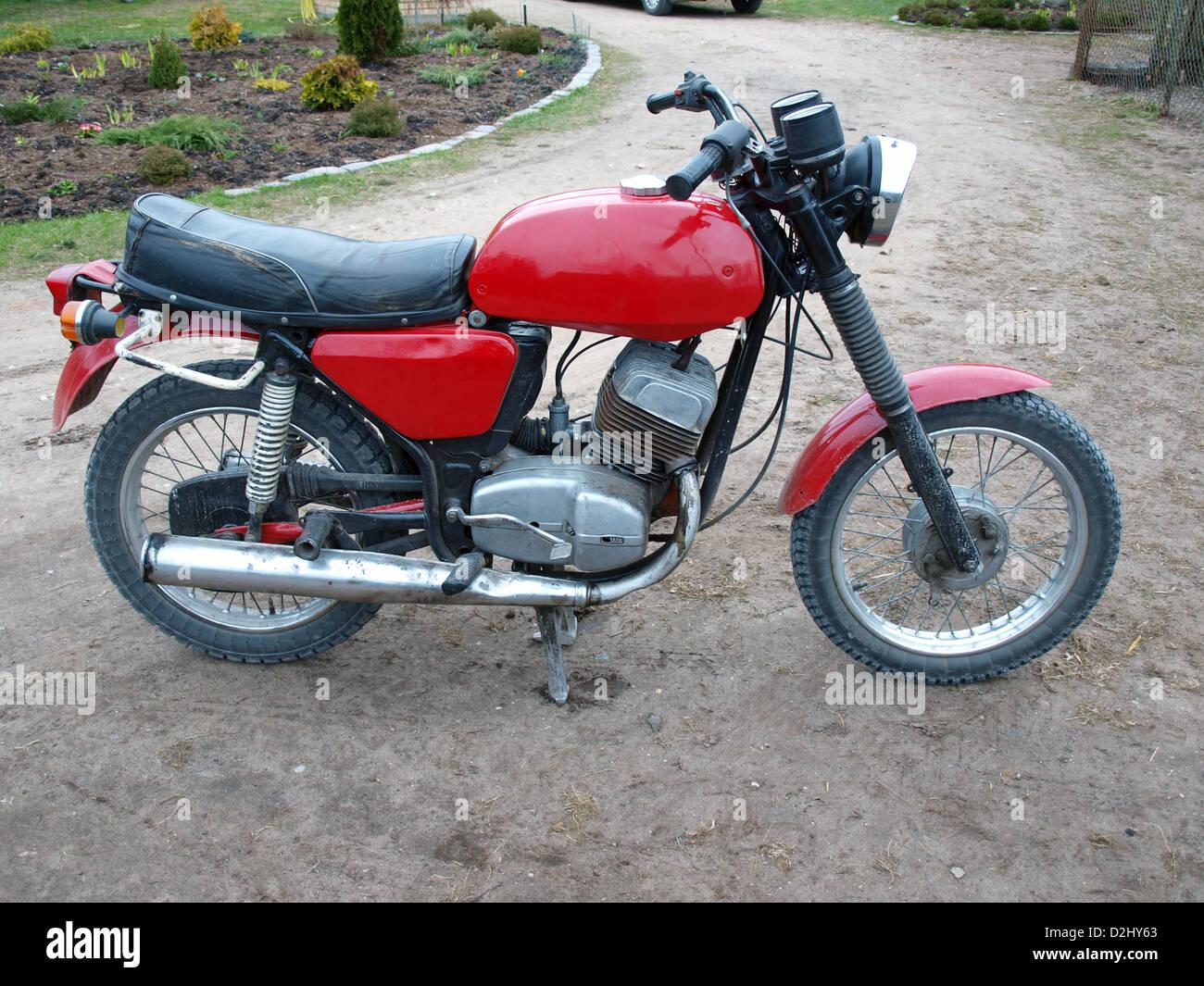 restaurierte rote farbe tschechische motorrad jawa 350 634. Black Bedroom Furniture Sets. Home Design Ideas